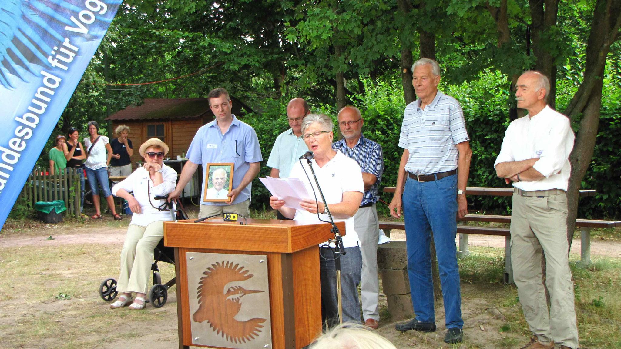 """Ellen Kalkbrenner trägt ein Gedicht zu """"50 Jahre LBV-KG Aschaffenburg"""" vor"""