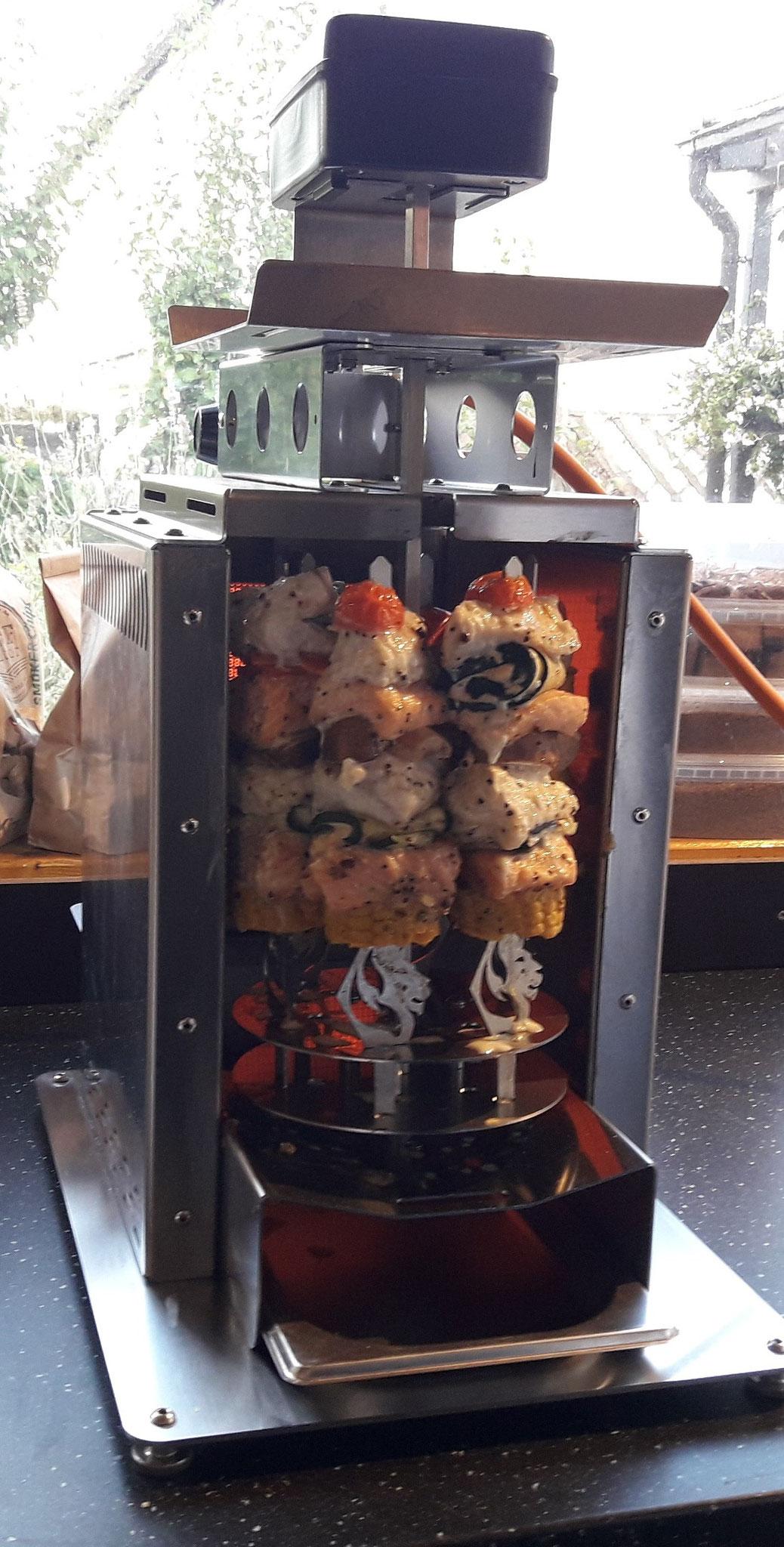 Oberhitzegrill BBQ Burner Deluxe mit dem Zubehör Schaschlik-Set
