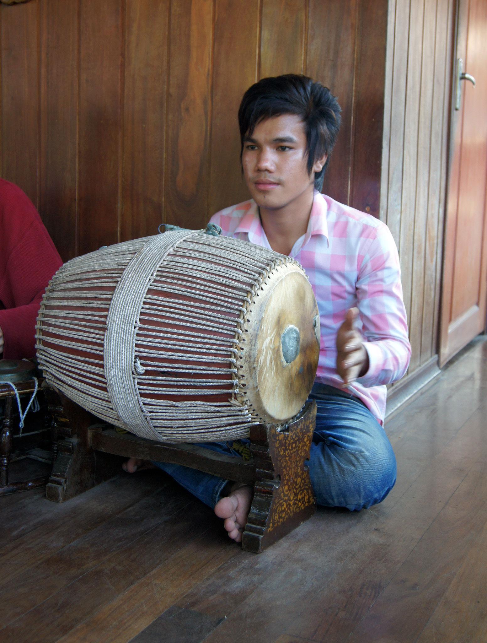 Samphor with Nylon ligatures. Royal Palace of Cambodia, 2010.