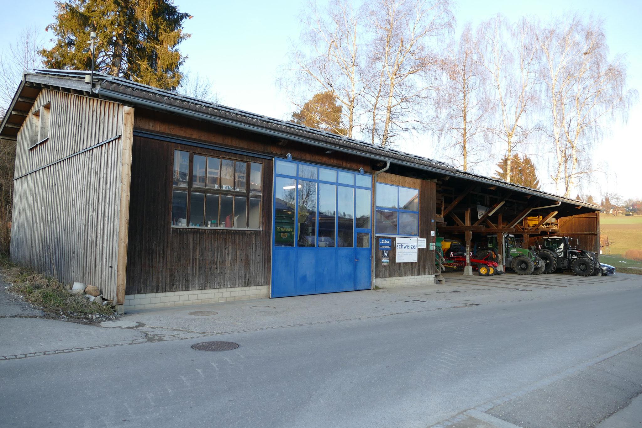 Betriebsgebäude mit Werkstatt, Büro, Einstellplätzen und Lager und Photovoltaik Anlage