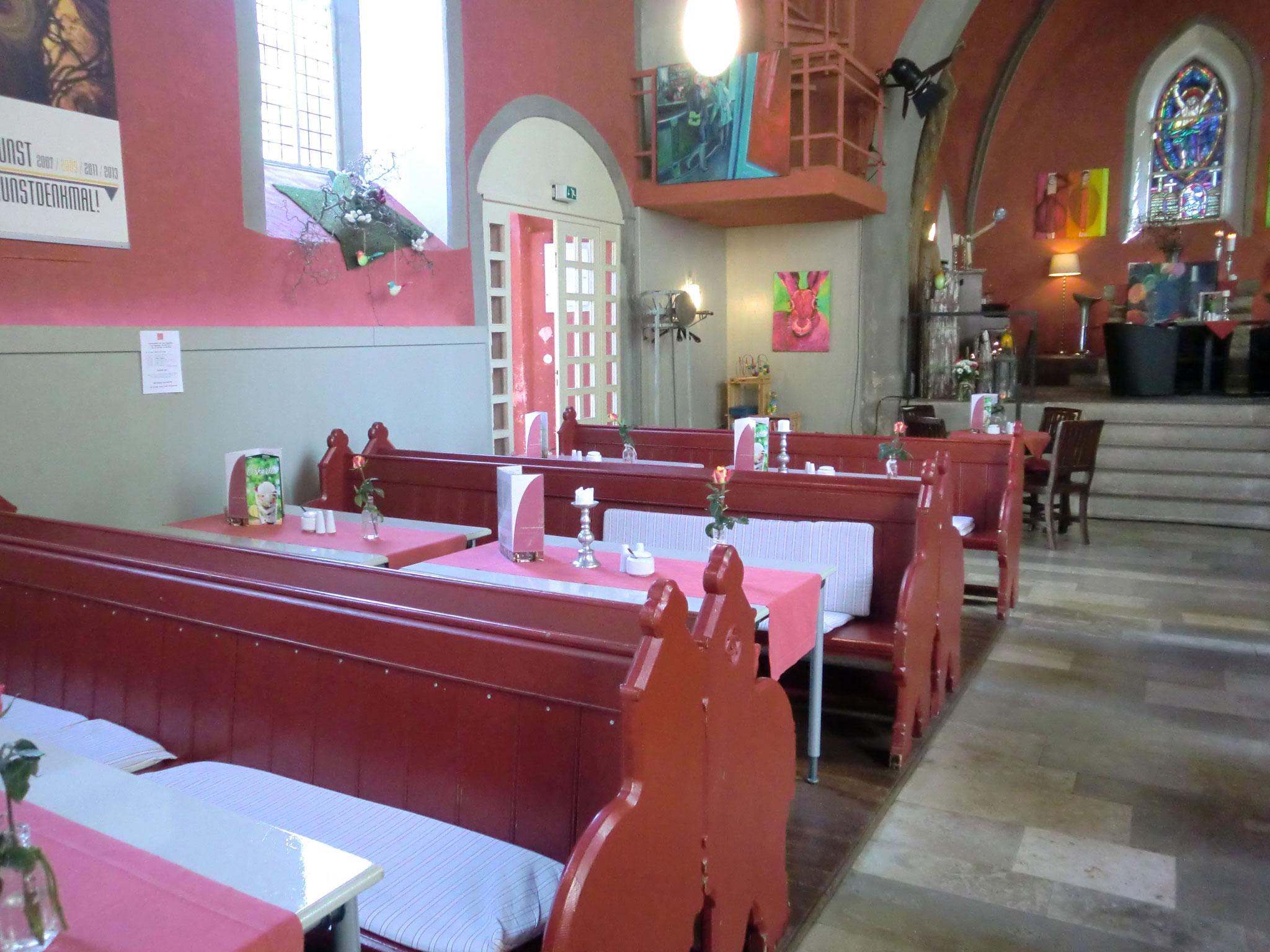 Und die entwidmete Kirche wird zum Café