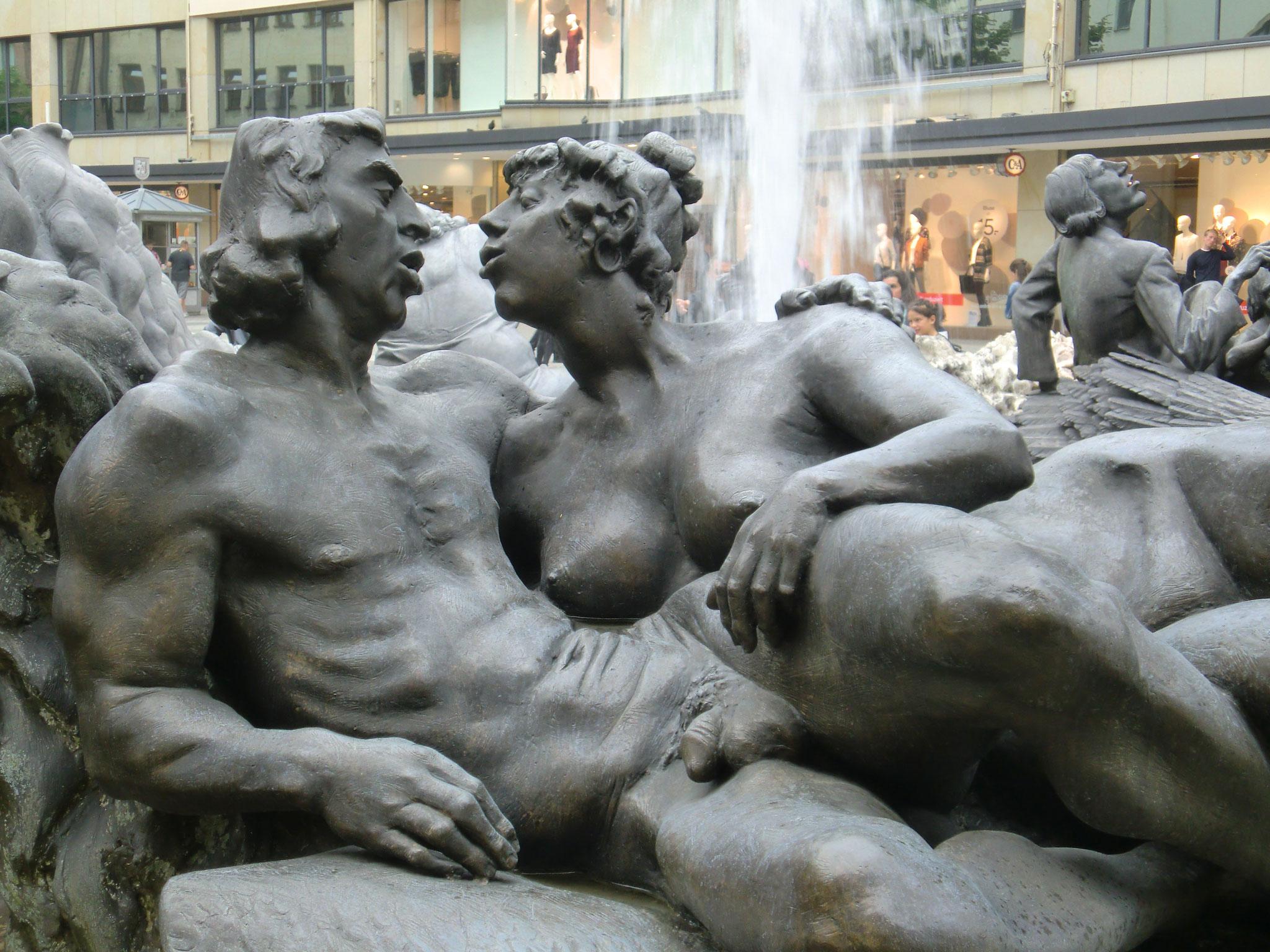 Hans-Sachs-Brunnen oder: Das Ehekarussell. Erst so...