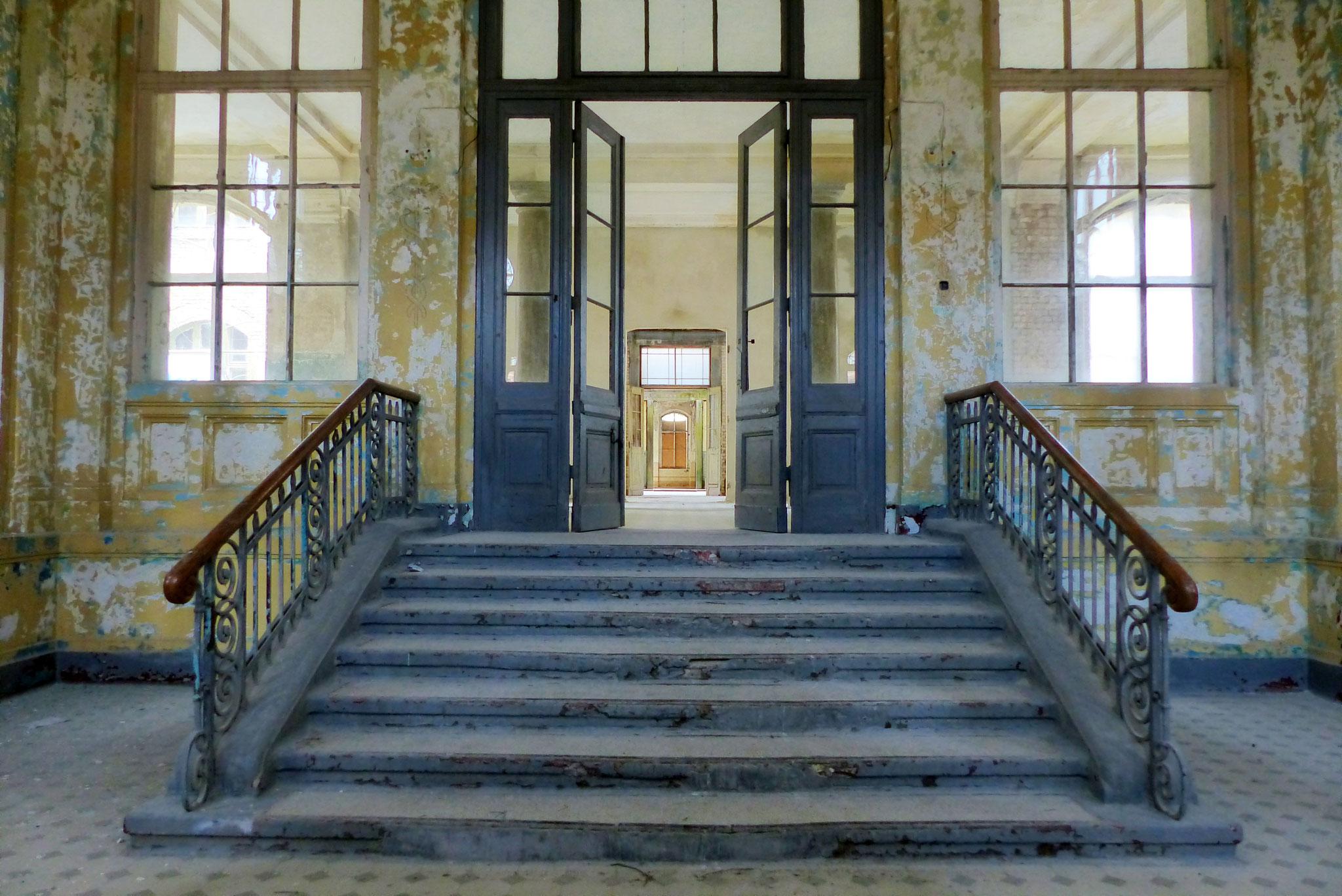 Eingang der ehem. Lungenheilanstalt in Beelitz