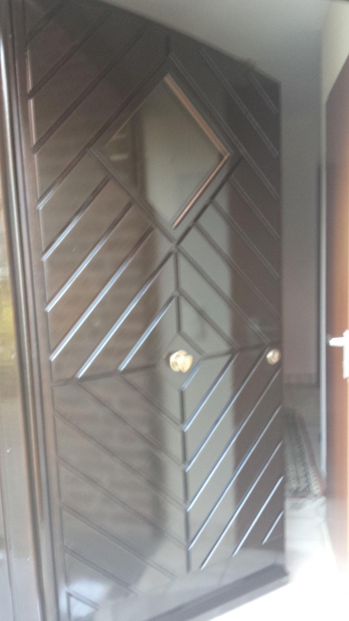 3.Bild 3 Eingangstür in Dickschichtlasur