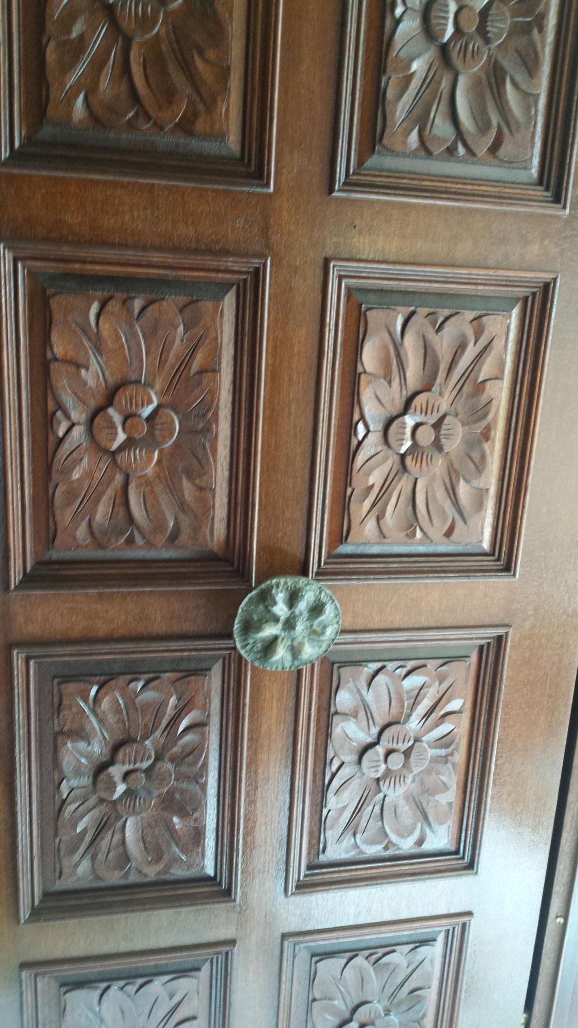 2.Bild 2 Eingangstür Dünnscictlasur