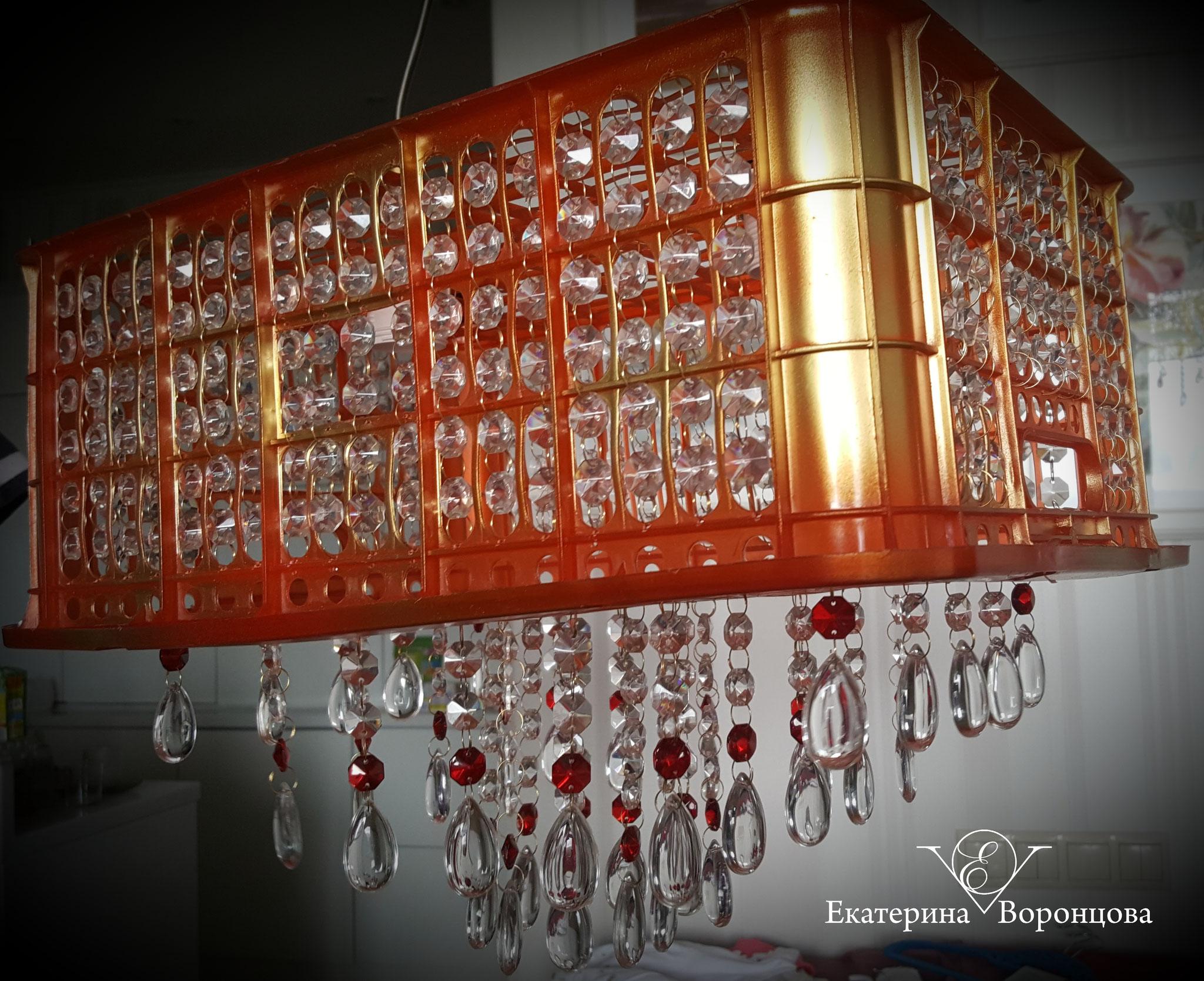 Люстра (ящик от мандарин, хрустальные подвесы)