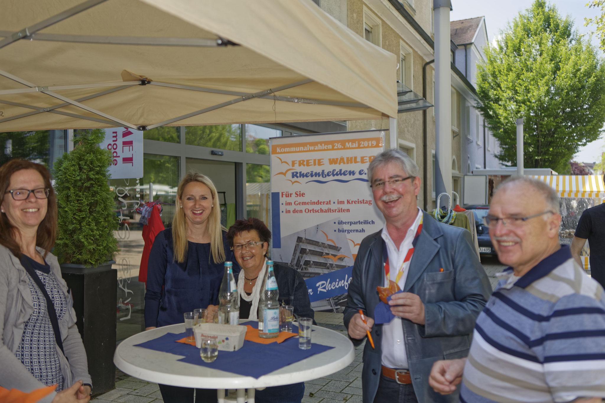 Tausche Kugelschreiber gegen Laugenknoten – CDU-Kandiat Eckhart Hanser zu Besuch