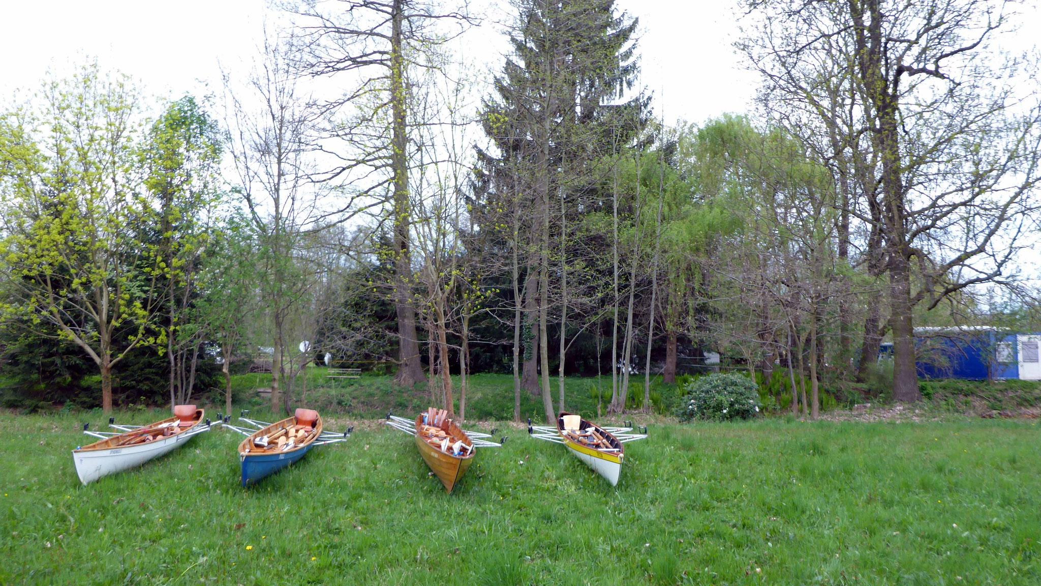 Die Boote tragen wir auf die Wiese...