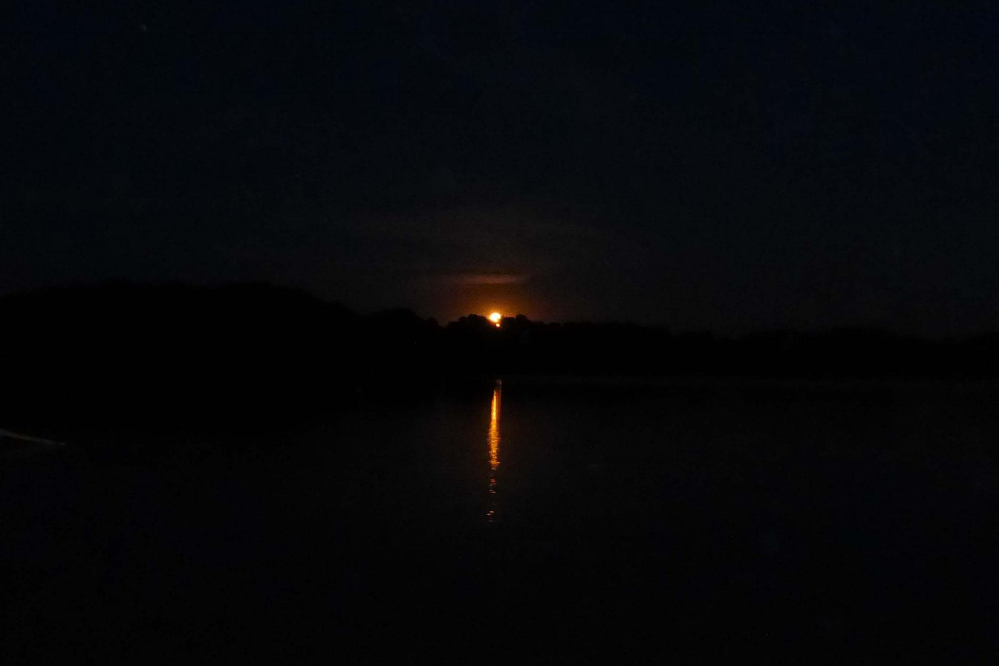 Der Mond ist aufgegangen,