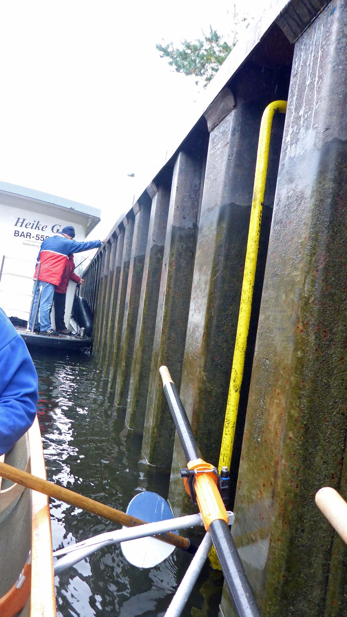 Schreck! Die Leine vom Hausboot musste gekappt werden.