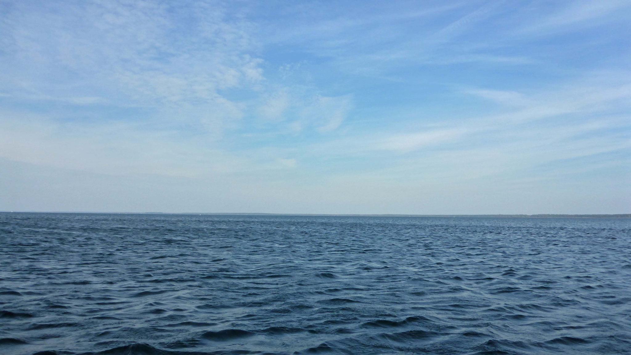 Weiter Blick aufs kleine Meer.