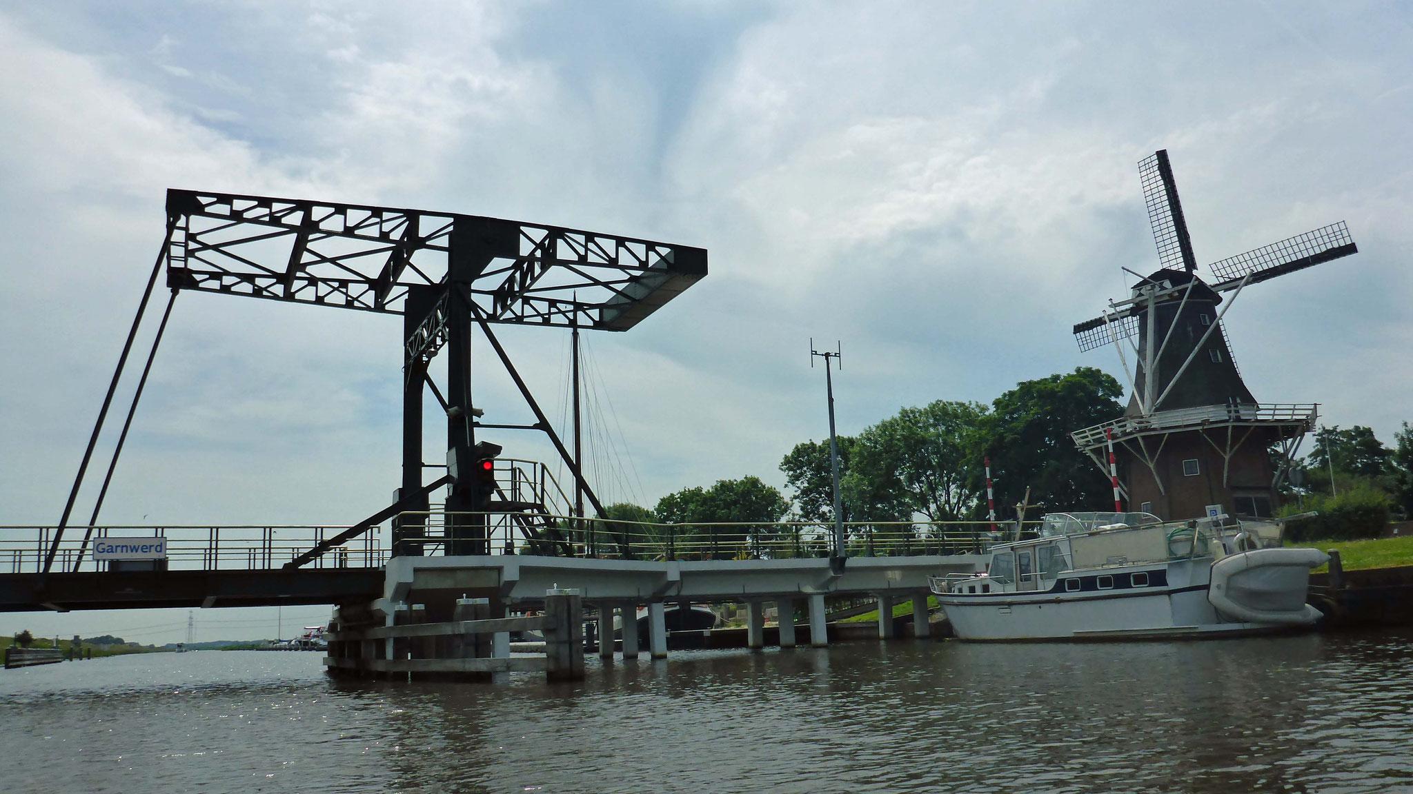 Garnwerd: Mühle und Brücke.