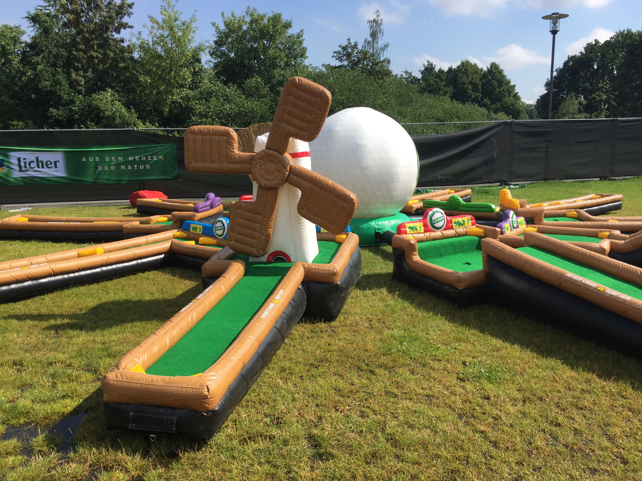 Mini Golf Anlage, Platzbedarf 12,5x12,5x3 Meter