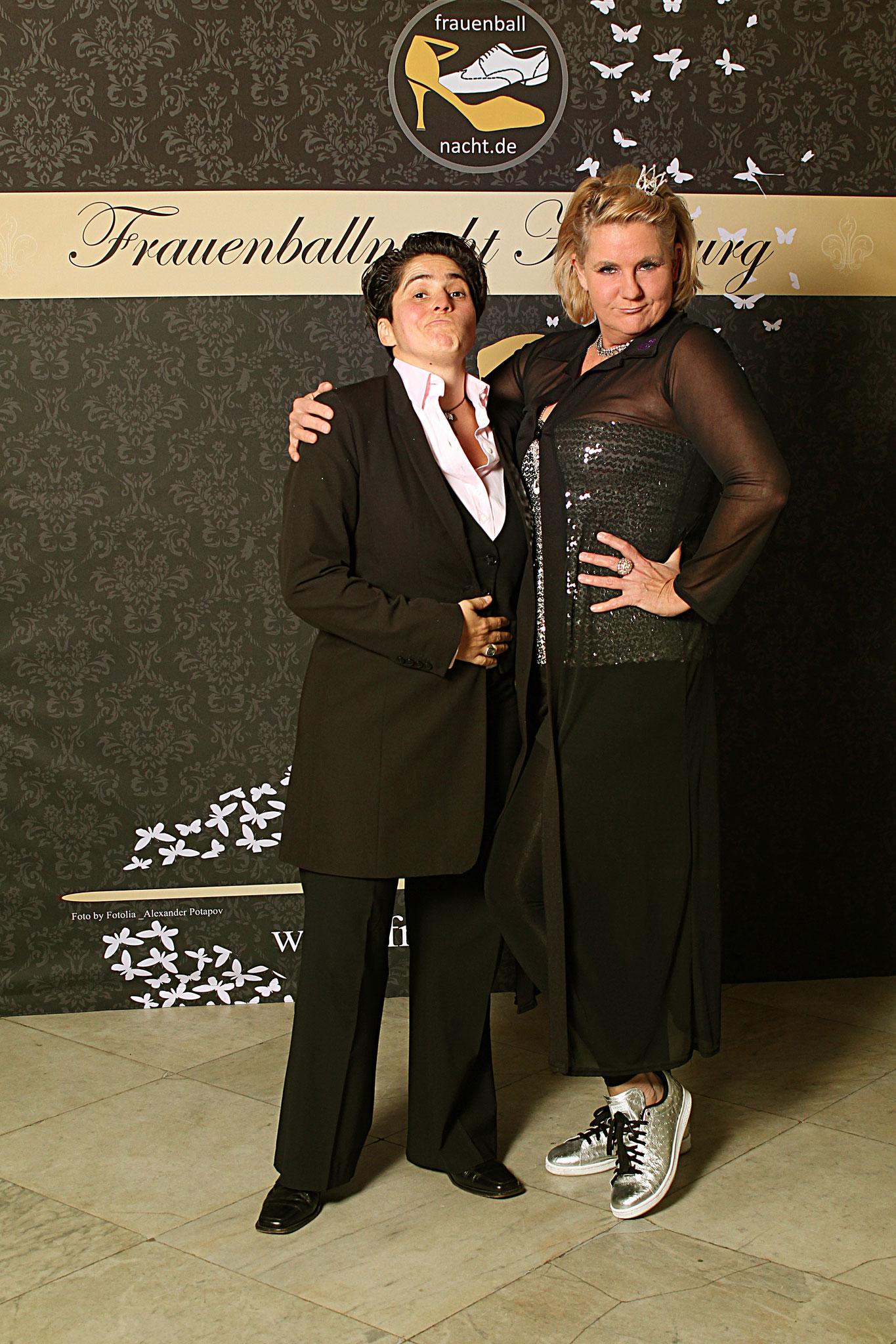 Denise Lau und Glitterfee Tanja (pic by Oxana Kessler) / Alexander Potapov – Fotolia (woman butterflies)