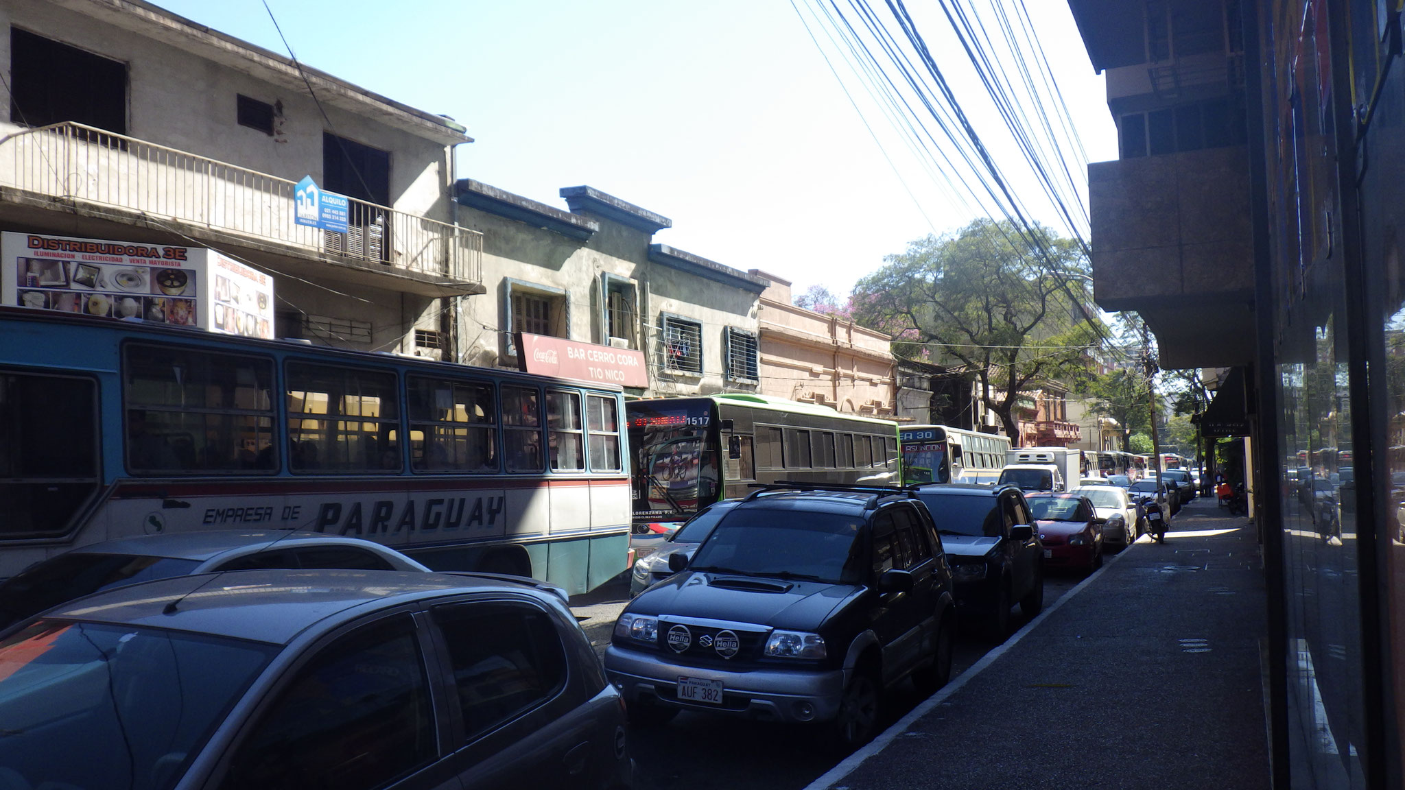 Il y a beaucoup de bus !