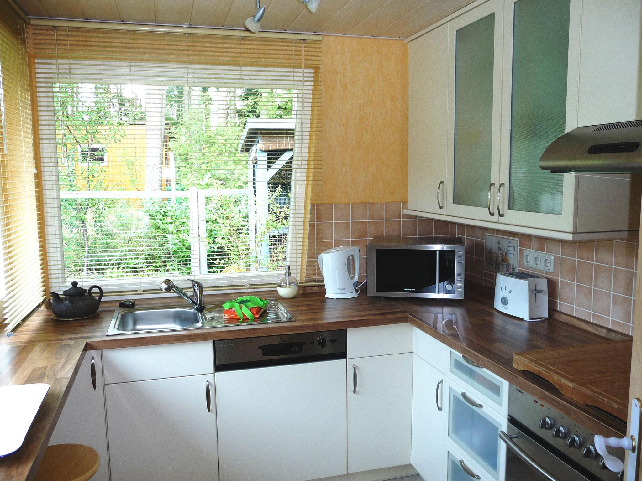 Modern und großzügig ausgestattet - hier finden Sie alles, was eine gute Küche ausmacht und braucht. Viel Platz zum Kochen und natürlich auch für einen kleinen Imbiss.