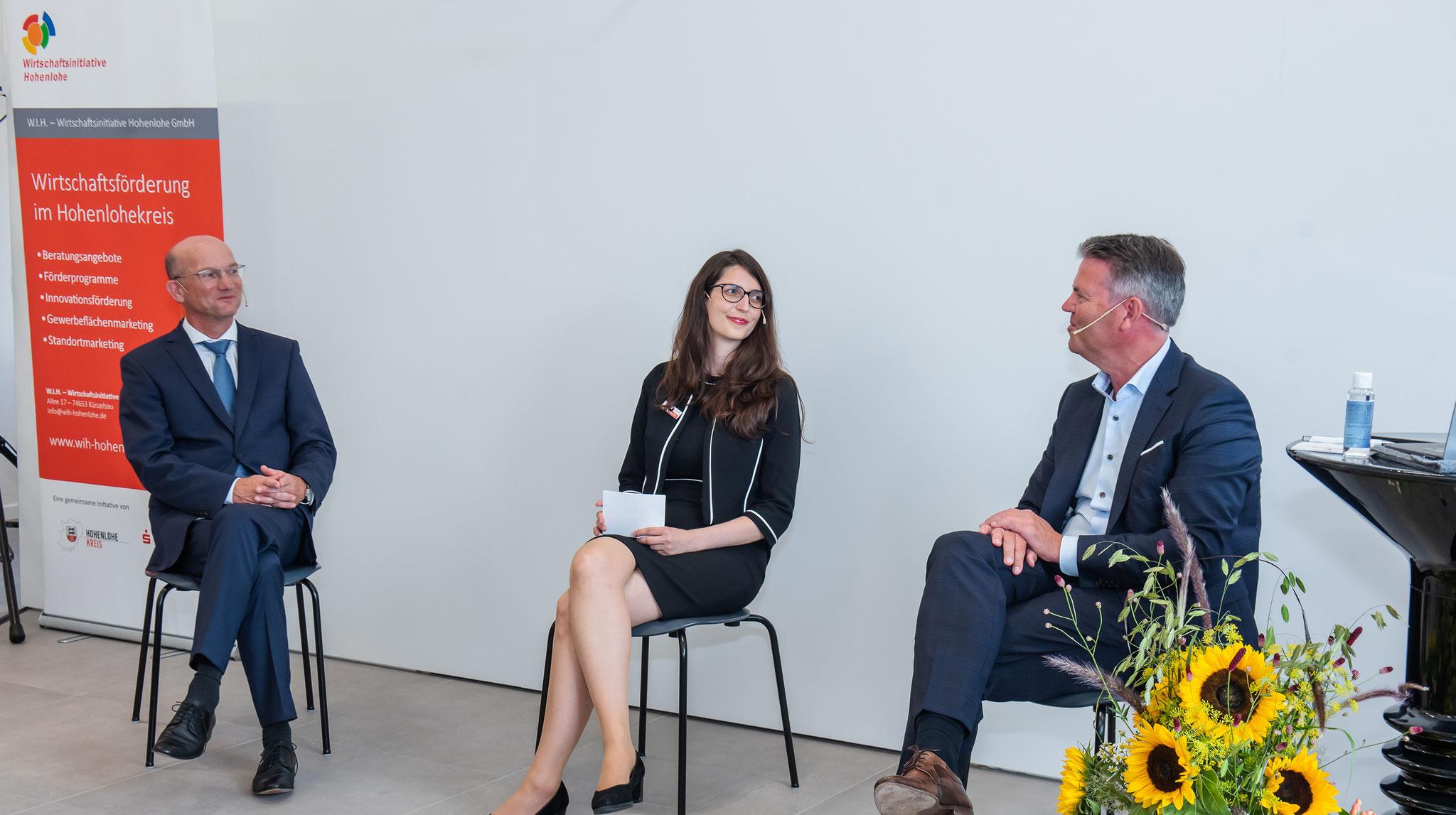 Podiumsdiskussion: v.l: Dirk Döllner (CEO Anold Group), Caroline Bogenschütz (Wirtschaftsförderin), Bernd Kaufmann (Vorstandsvorsitzender der Sparkasse Hohenlohekreis)