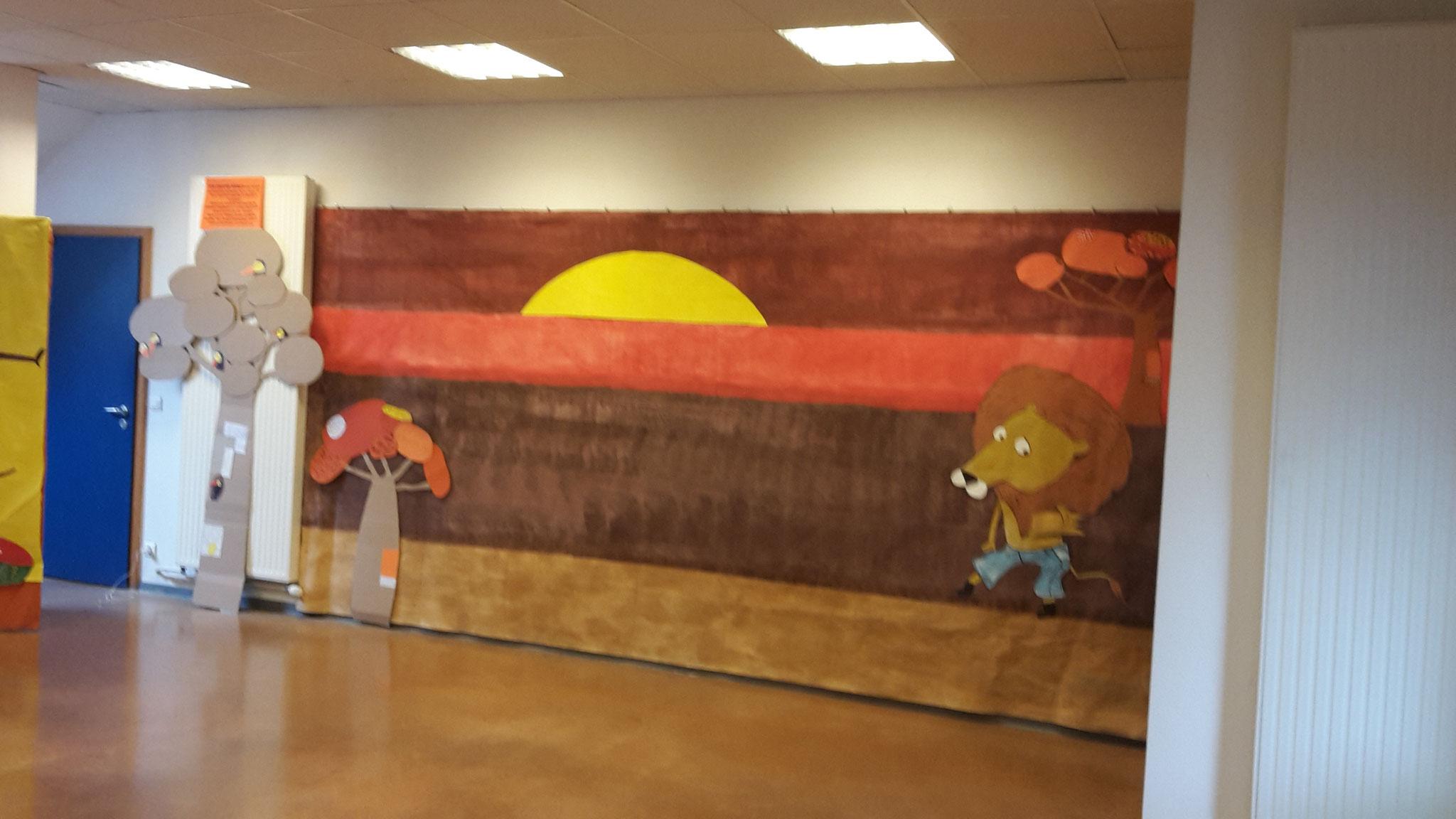 Décor côté droit Merci à Sylvie Lindecker et son groupe de peinture, des bénévoles qui font énormément de travail pour ce festival
