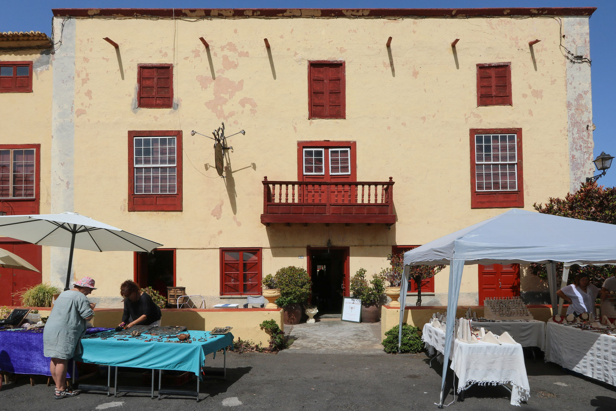 """Sonntäglicher Kunst- und Flohmarkt """"Rastro de Argual"""" (bei Los Llanos)"""