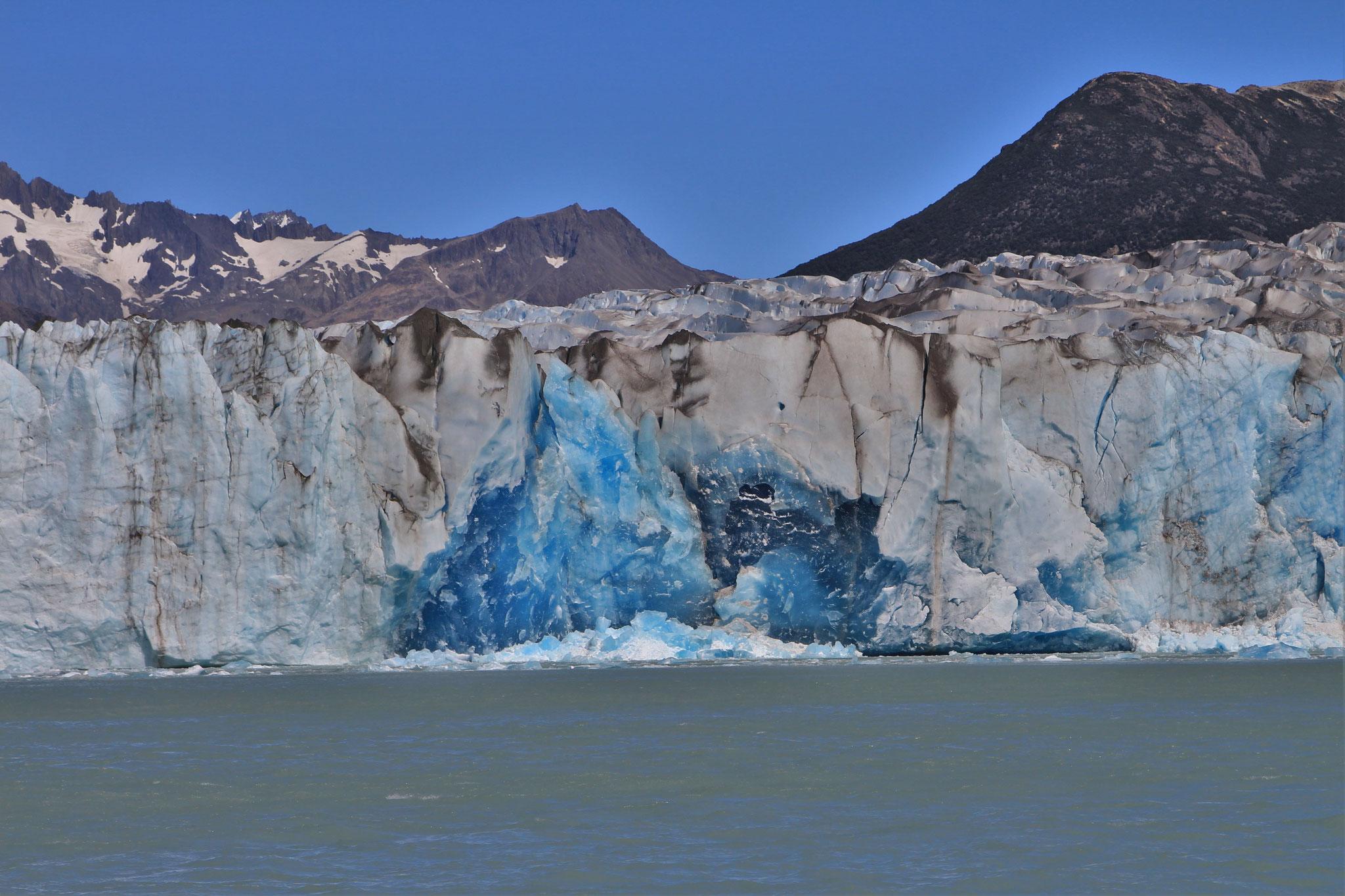 Kalbende Gletscher am Lago Viedma