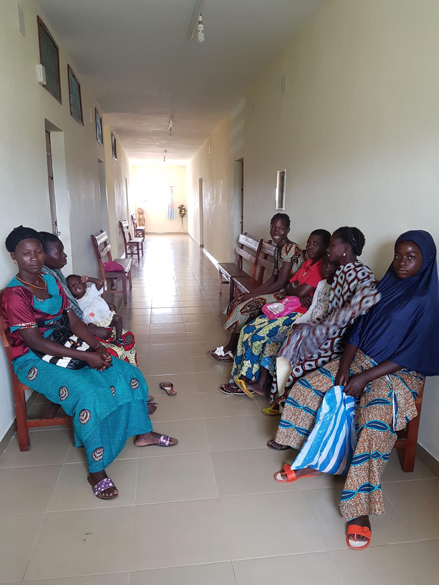 Salle d'attente du centre de soins tout neuf Maguy