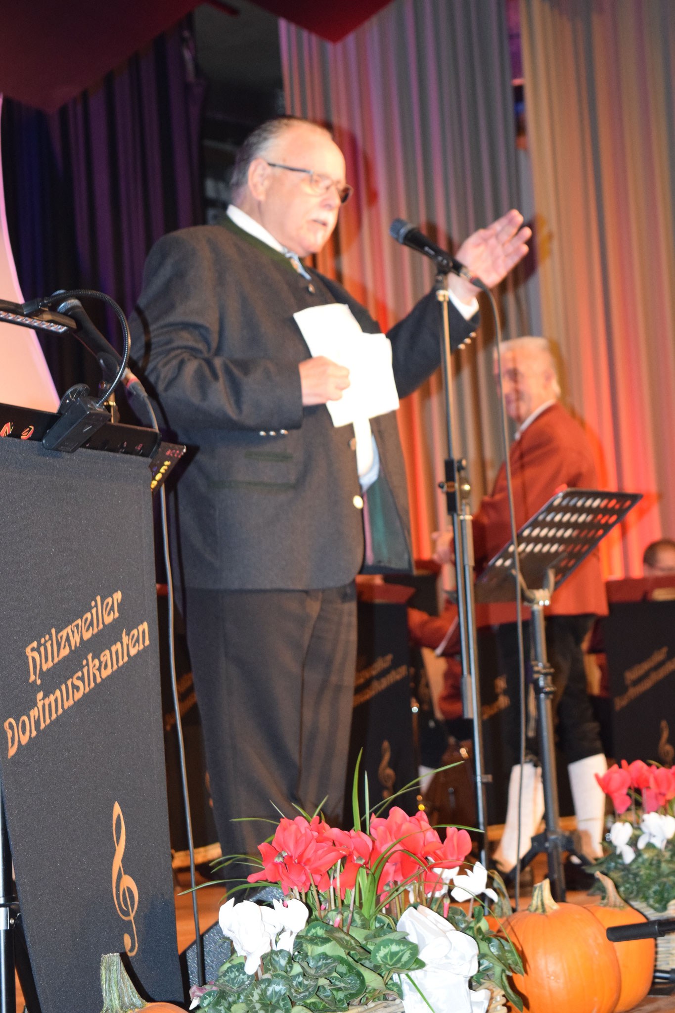 Unser Moderator Harald Lesch auch - der Bloosmusik Dazwischenschwätzer - genannt