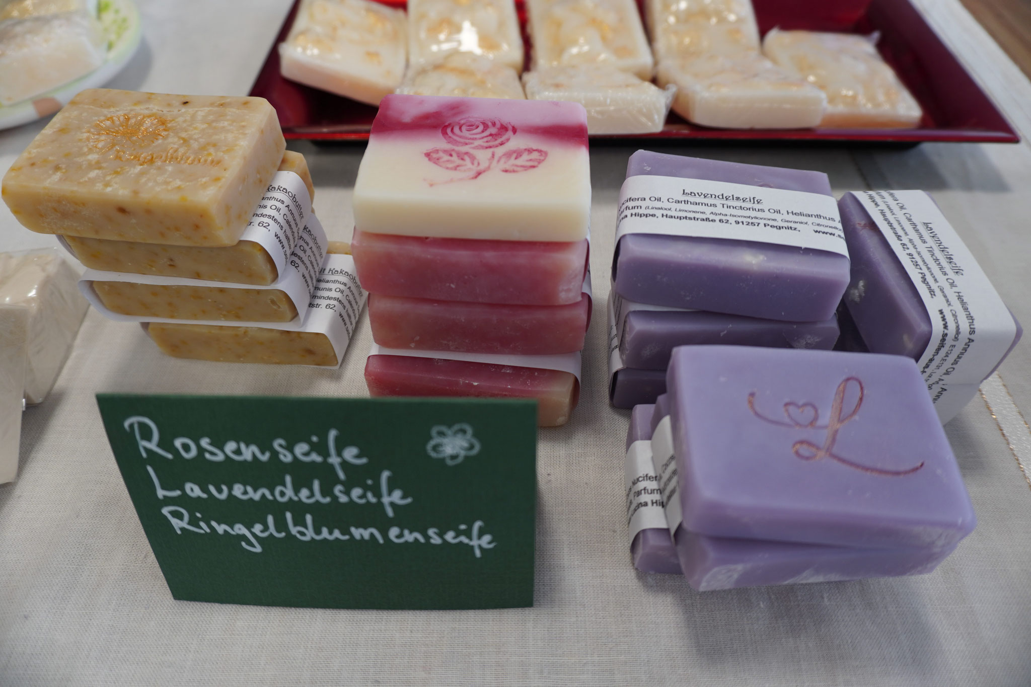 Rosen-, Lavendel- und Ringelblumenseifen