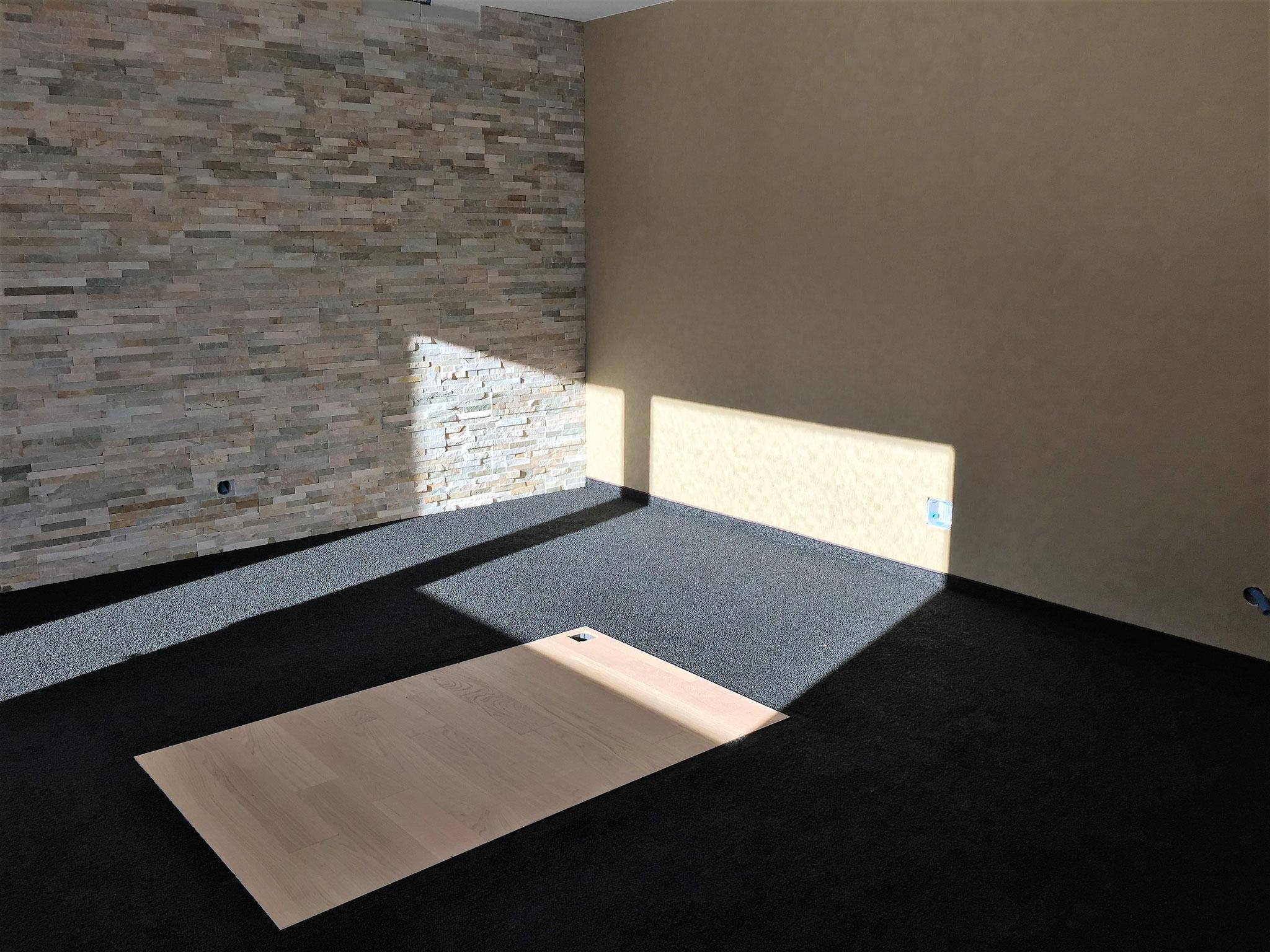 Teppichboden mit Parkettinsel