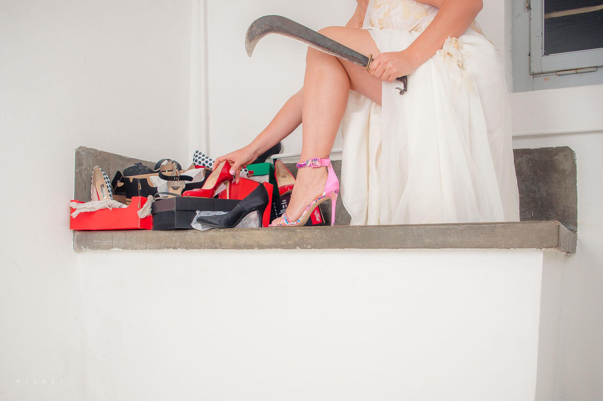 FASCINATION : Loi de l'attraction : Elle a besoin d'un pantalon, elle a vu un sac-à-main et elle achète une paire de chaussures.