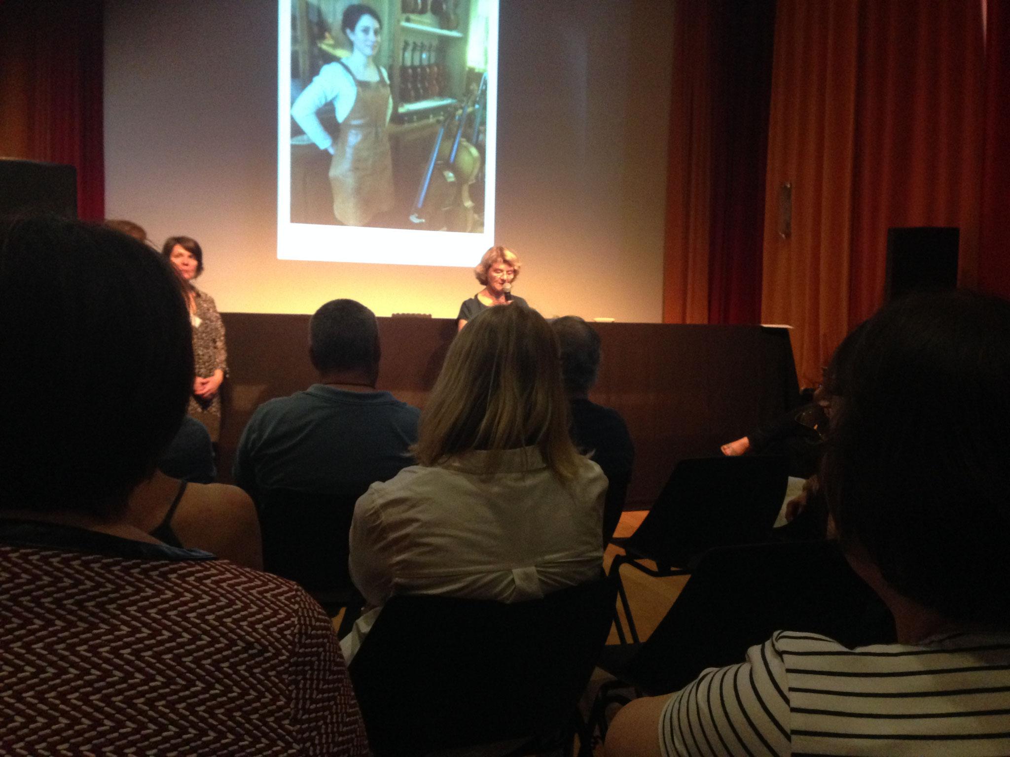 Lecture de portraits au théâtre du Dôme à Saumur