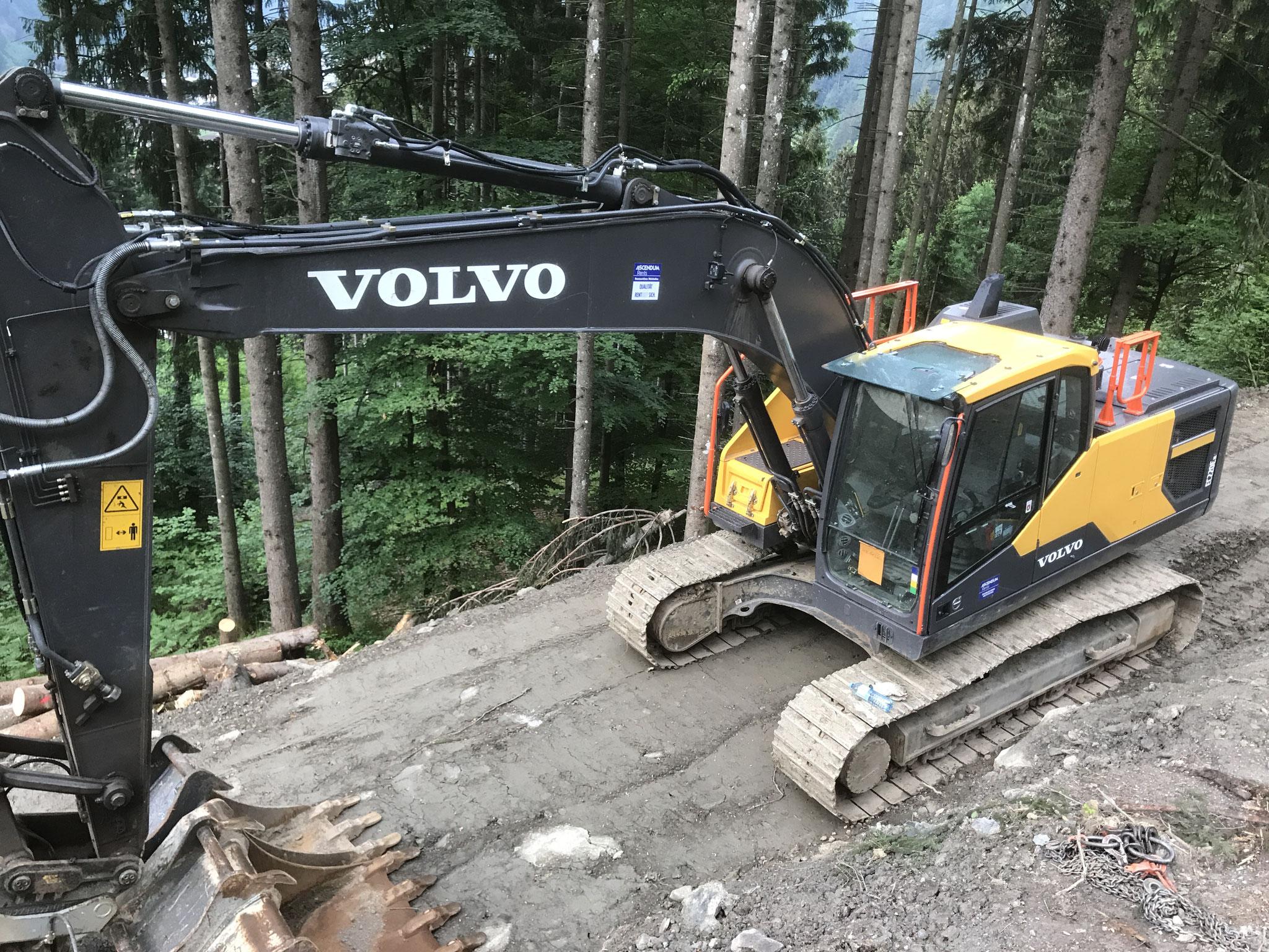 Wegbau und Aushub für Staumauer (Lawinen und Wildbachverbauung)