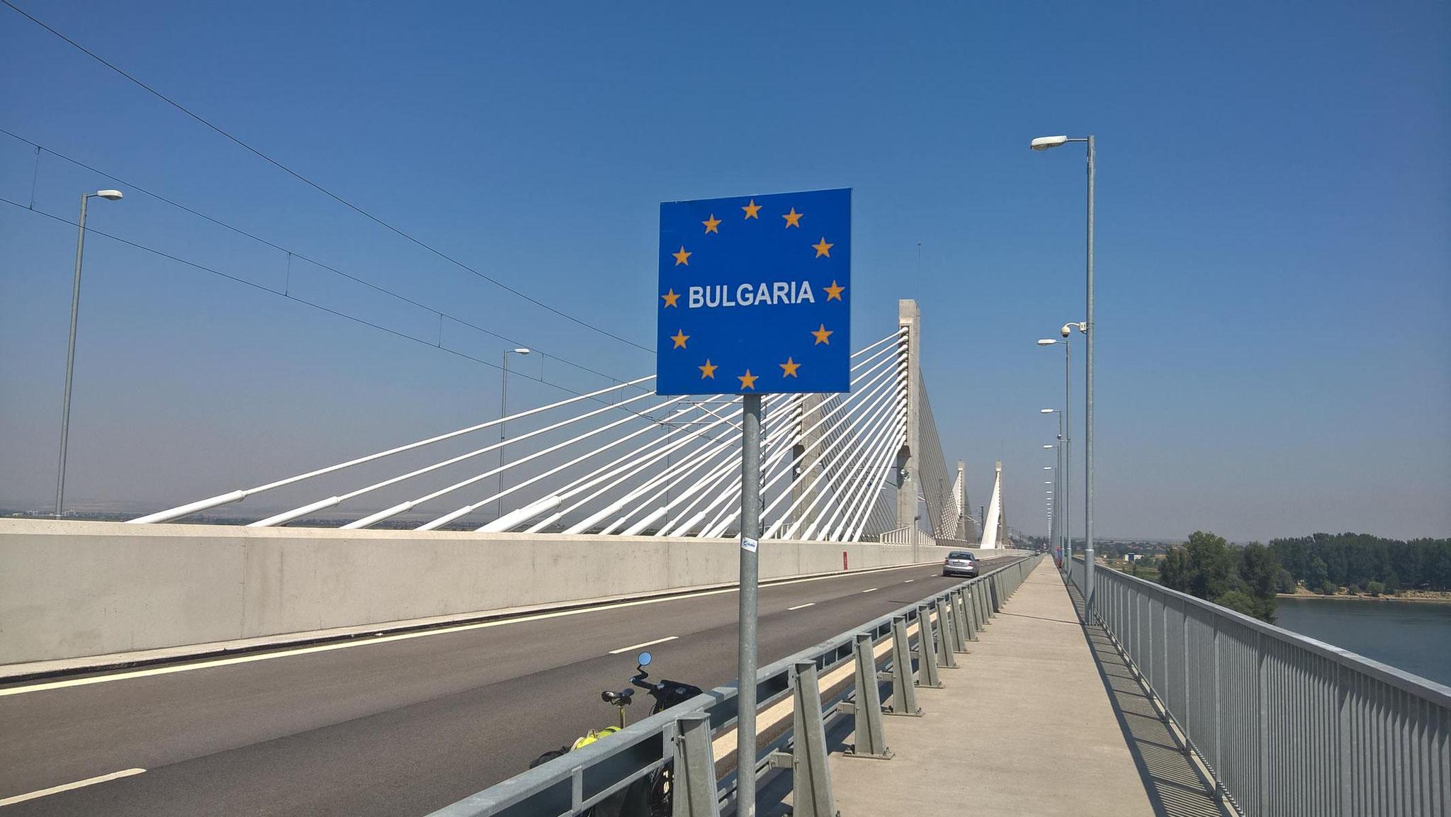 """Über die erst vor zwei Jahren eröffnete Donau-Brücke """"Neues Europa"""" rolle ich nach Bulgarien."""