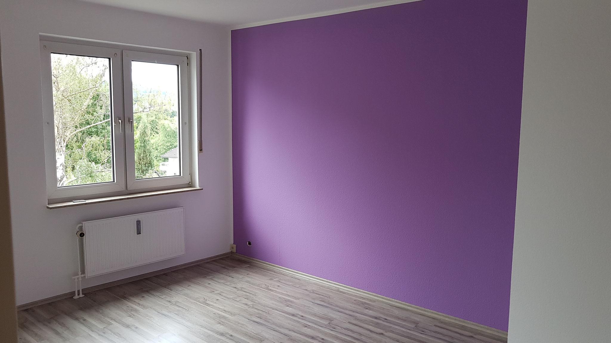 Nachher - Schlafzimmer mit neuem Boden und nach Kundenwunsch gestrichen