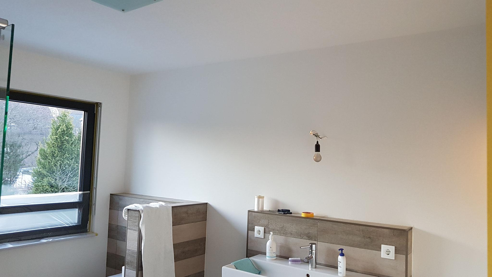 Badezimmer vor dem neuen Anstrich.