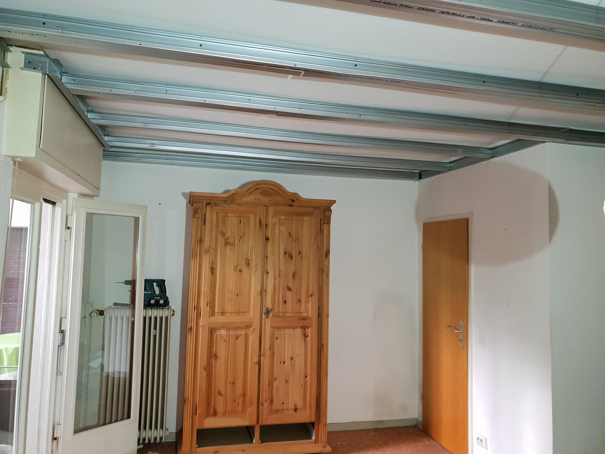 Unterkonstruktion freitragende Decke.