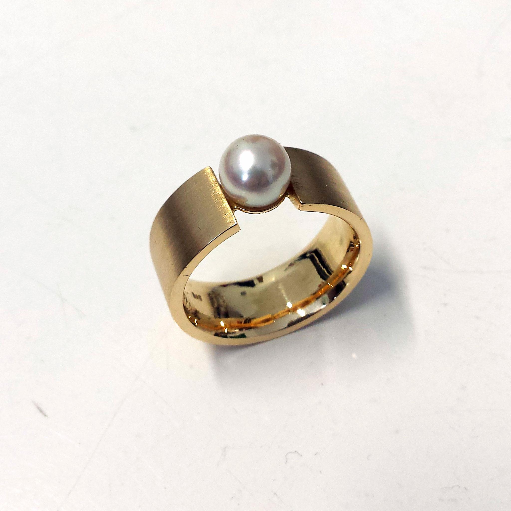 Ring massiv Gold 750 mit Akoya Perle