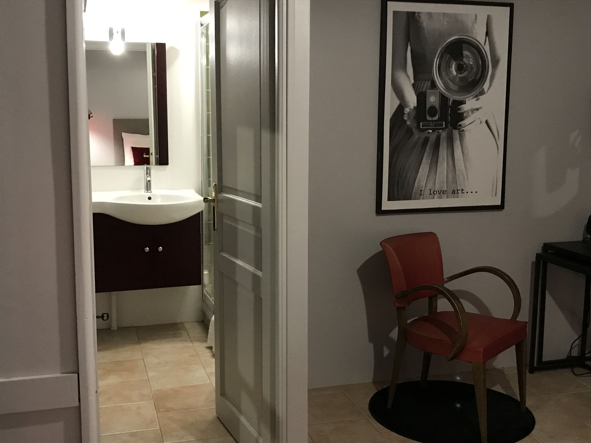 Salle d'eau privative (douche, lavabo, wc, sèche-cheveux)