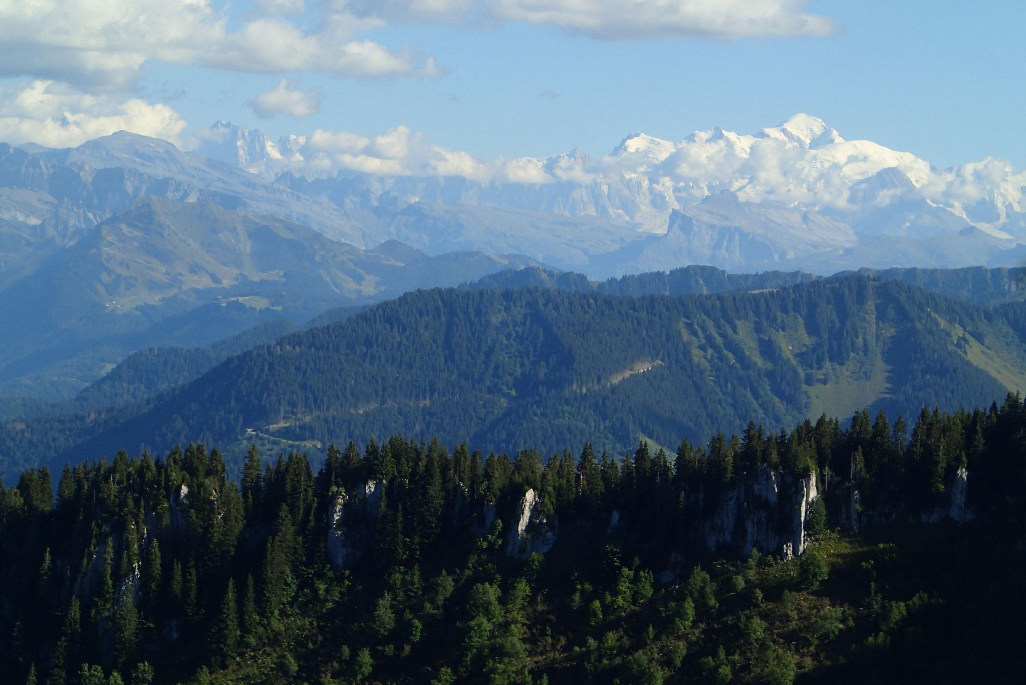Depuis les arêtes, vue sur le Mt-Blanc