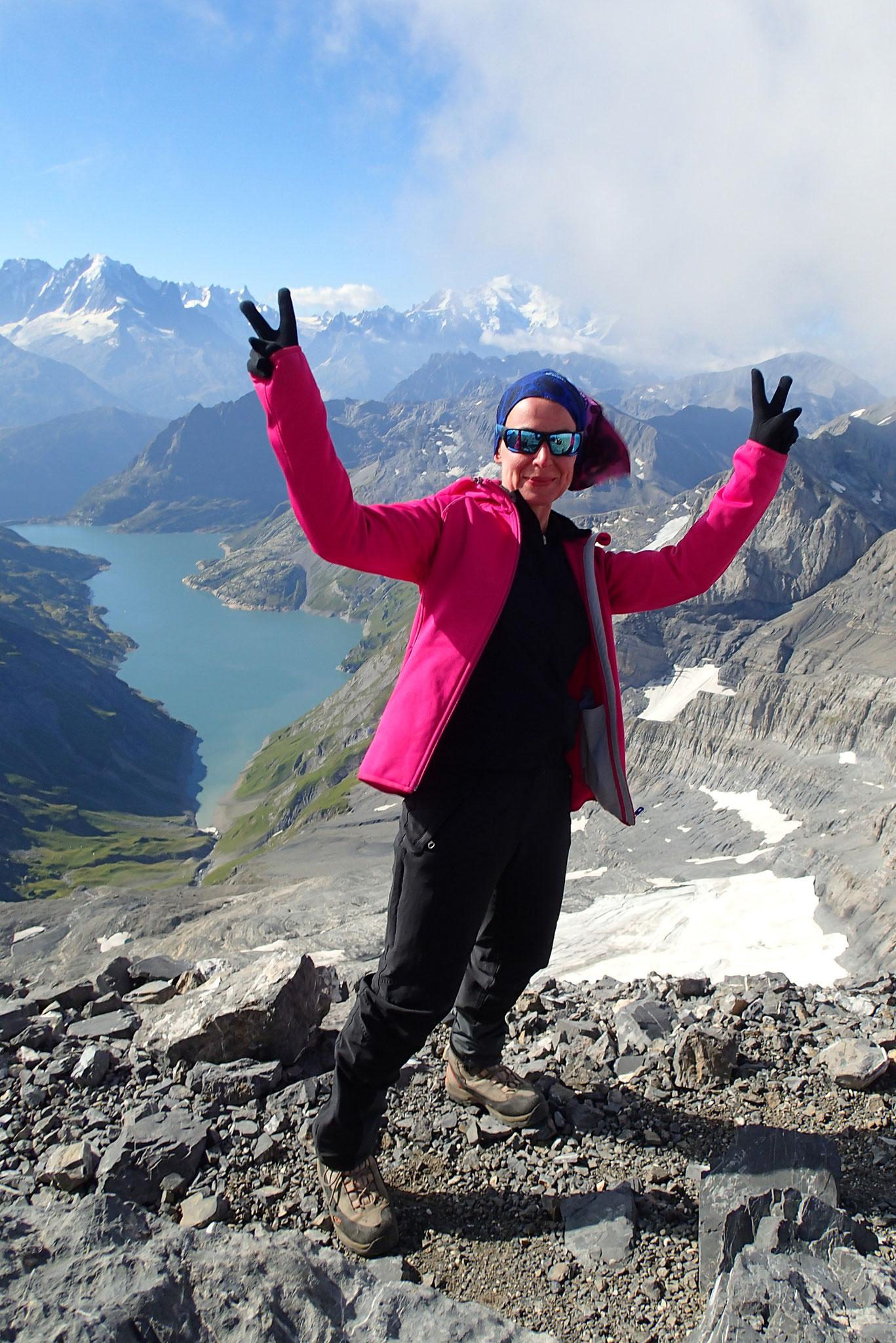 Sommet avec vue Emosson et Massif du Mt-Blanc