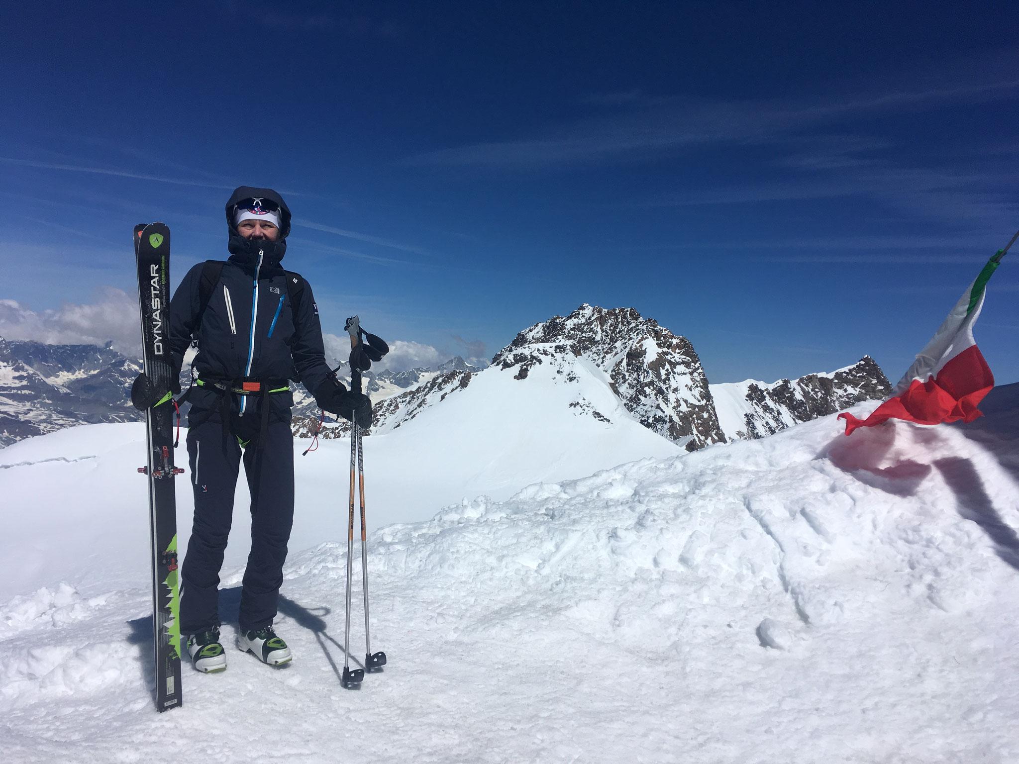 Un coup d'oeil coté Dufourspitze avant la descente à ski