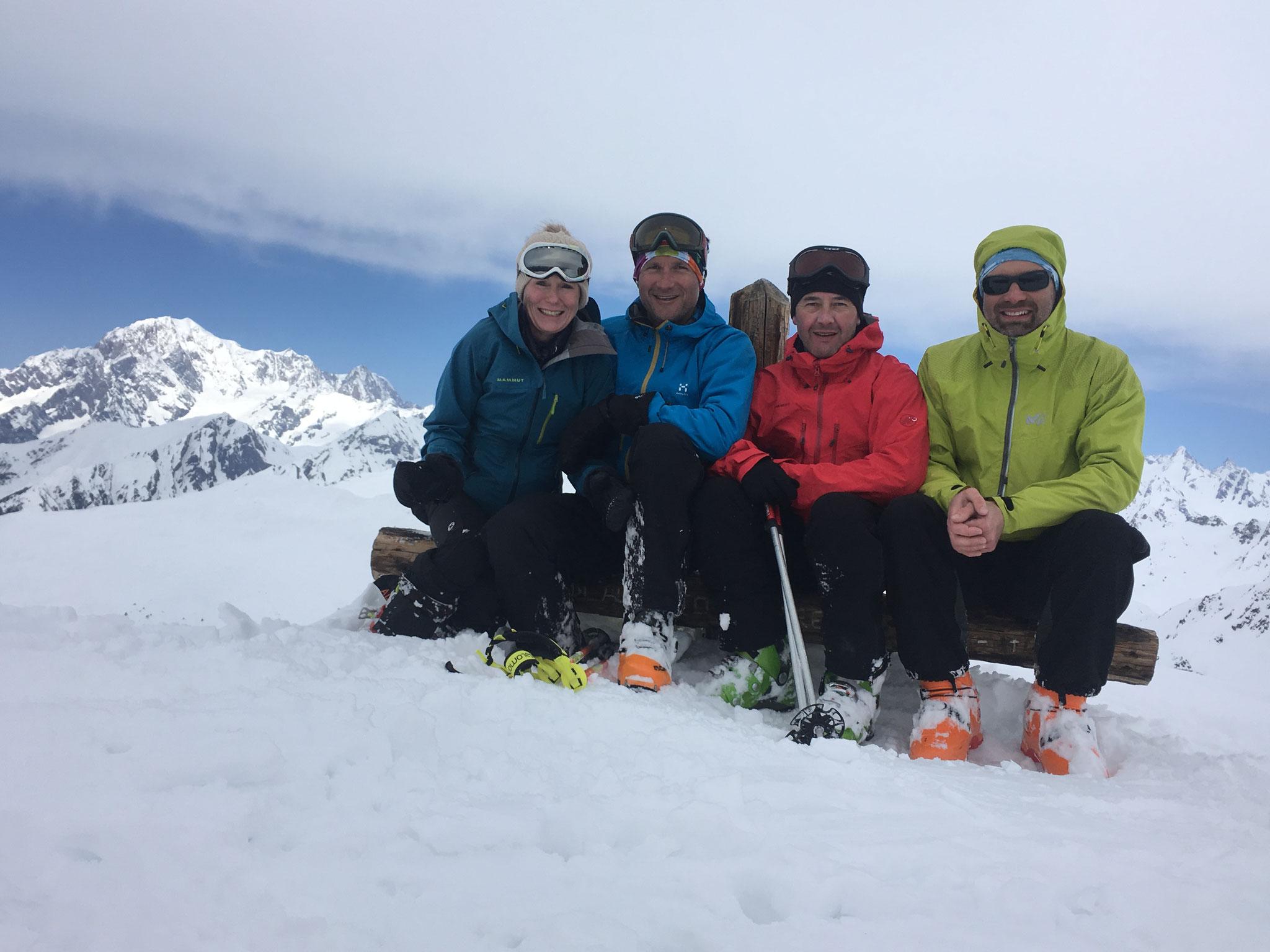 Sophie, Greg, J-Mi et Seb assis sur la croix sommitale
