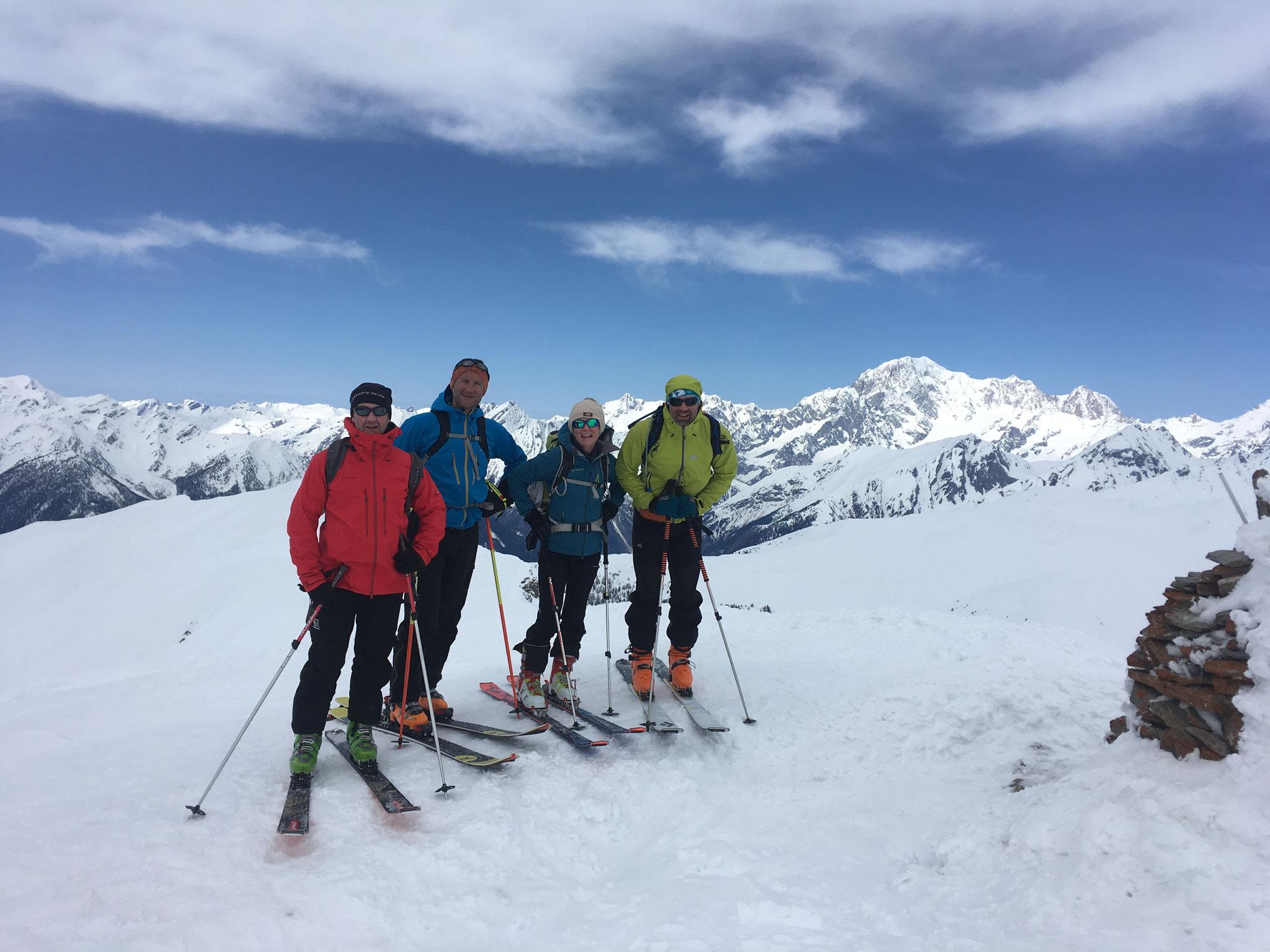 A l'antécime, avec le Mt-Blanc au fond. C'est beau !