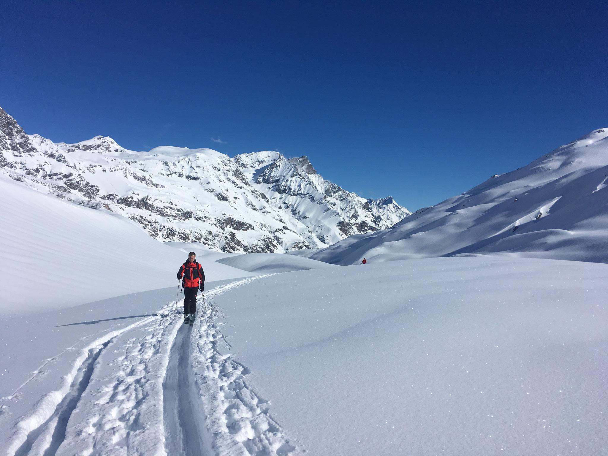 Edouard en ballade sur le Haut Val di Rhèmes. Quel décor !