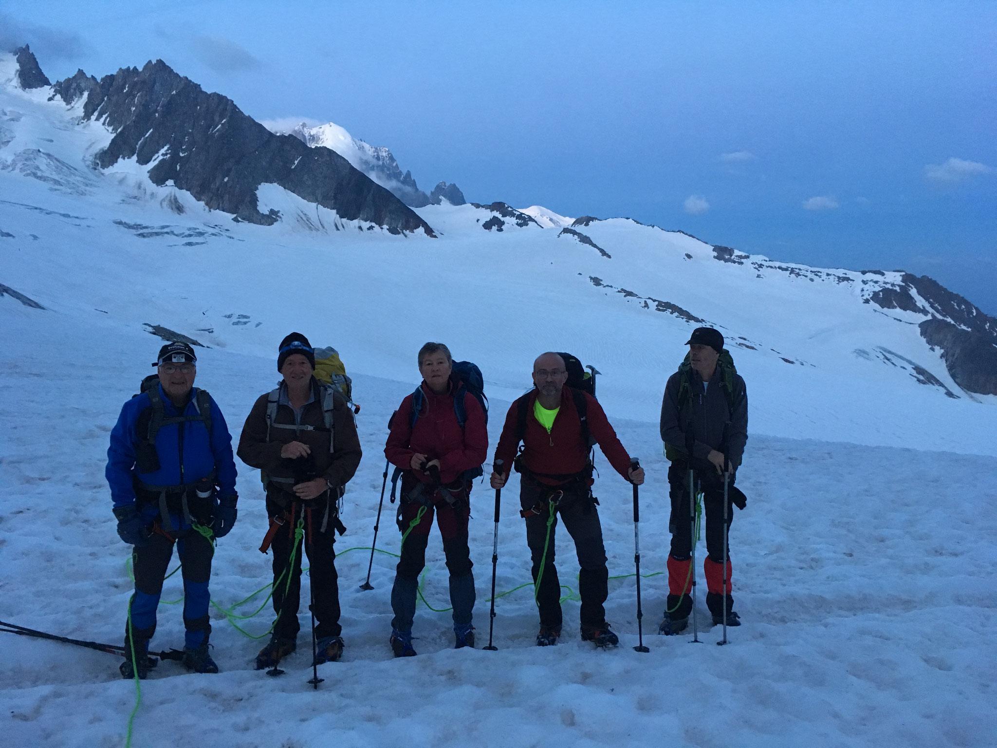 La belle équipe au départ sur le Glacier du Tour