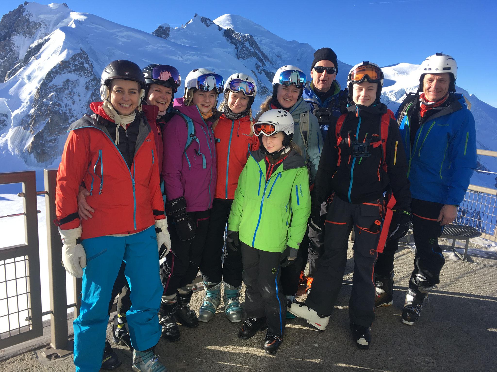 Hege, famille et amis au sommet de l'Aiguille
