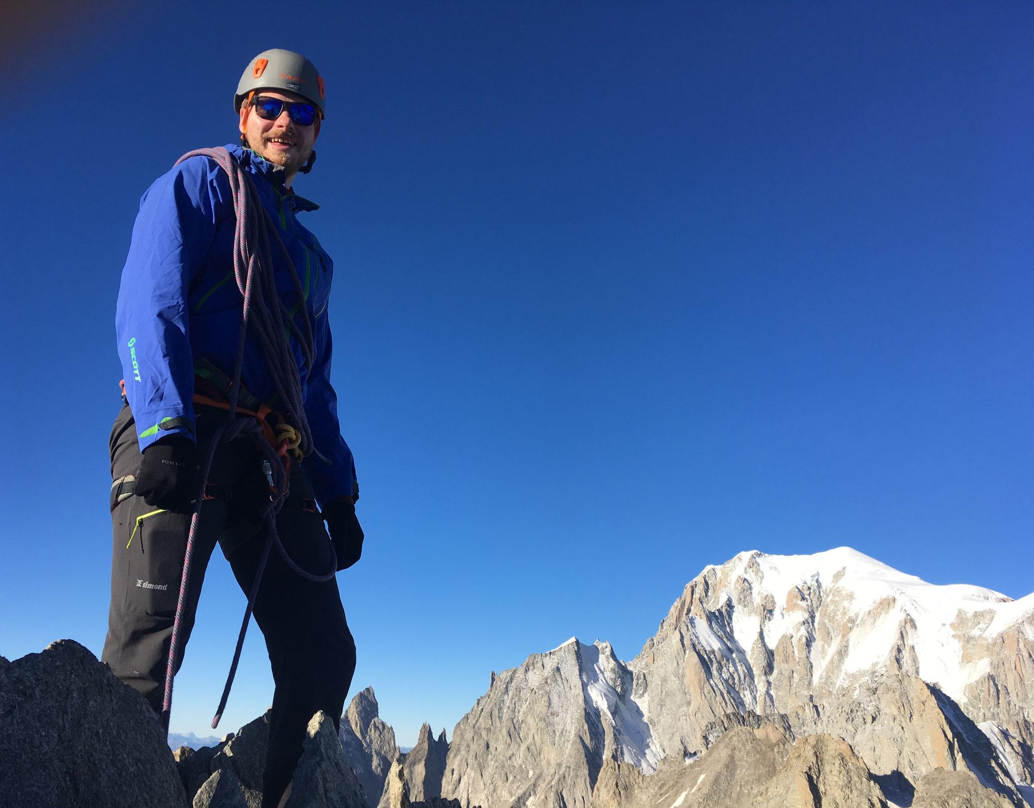 Sam au sommet avec le Roi Mont-Blanc plein cadre