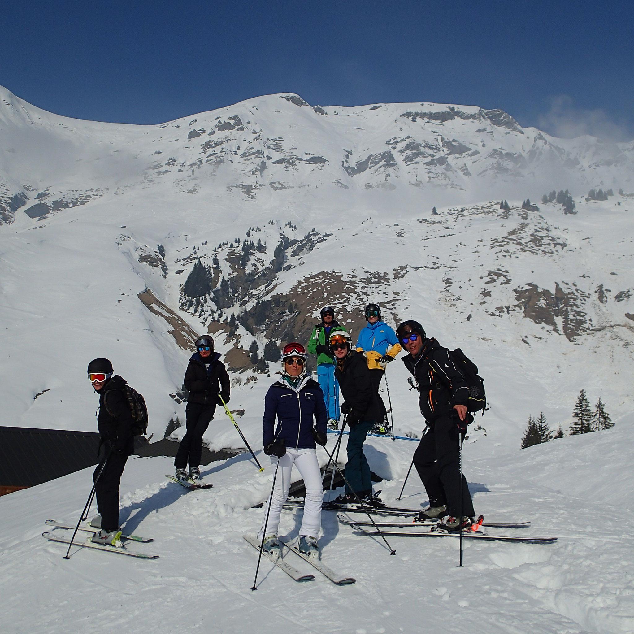 Au Beau Bornon, ça ski sur les toits des chalets !