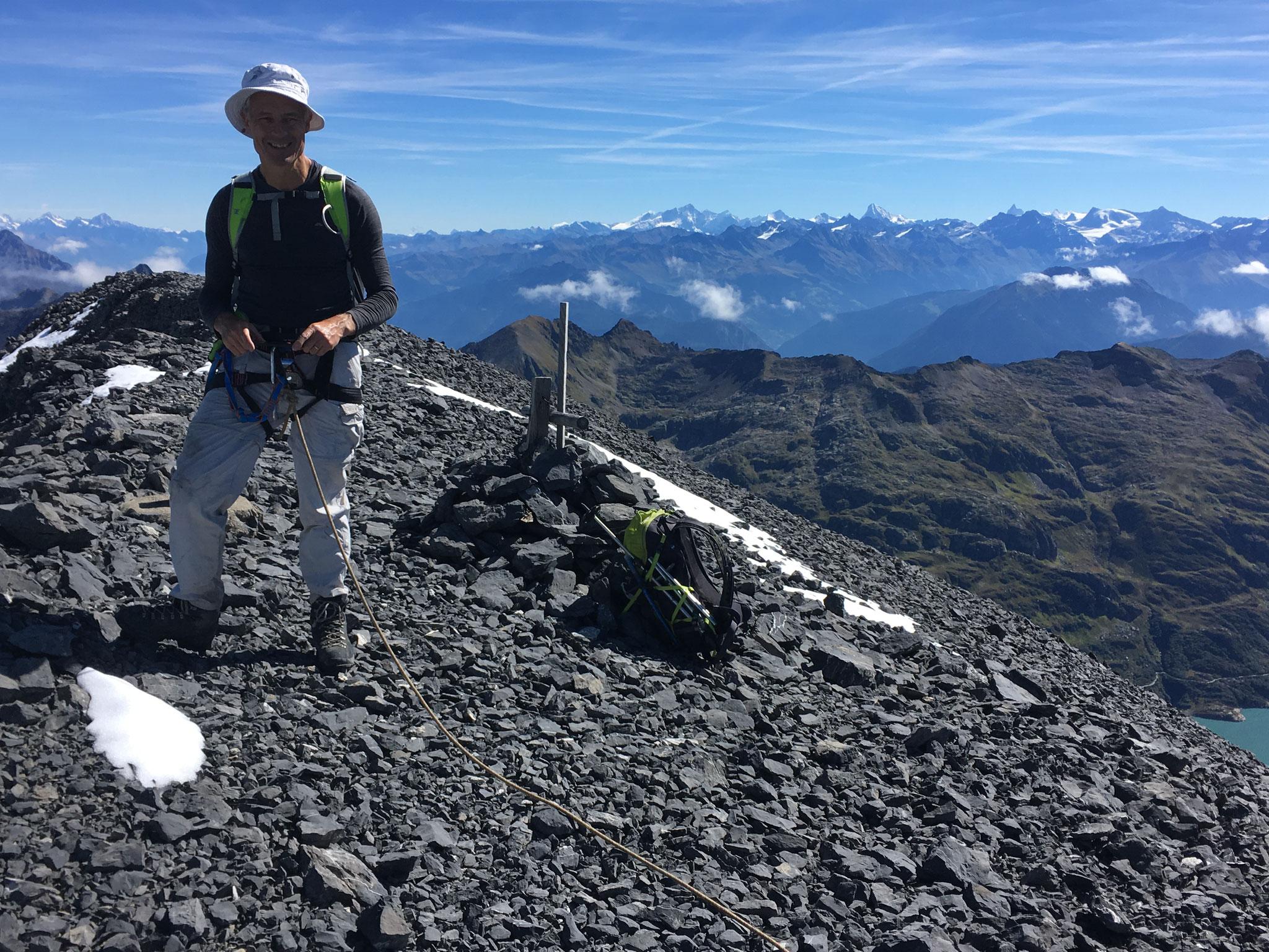 Adrian au sommet du Tenneverge et vue sur le Cervin