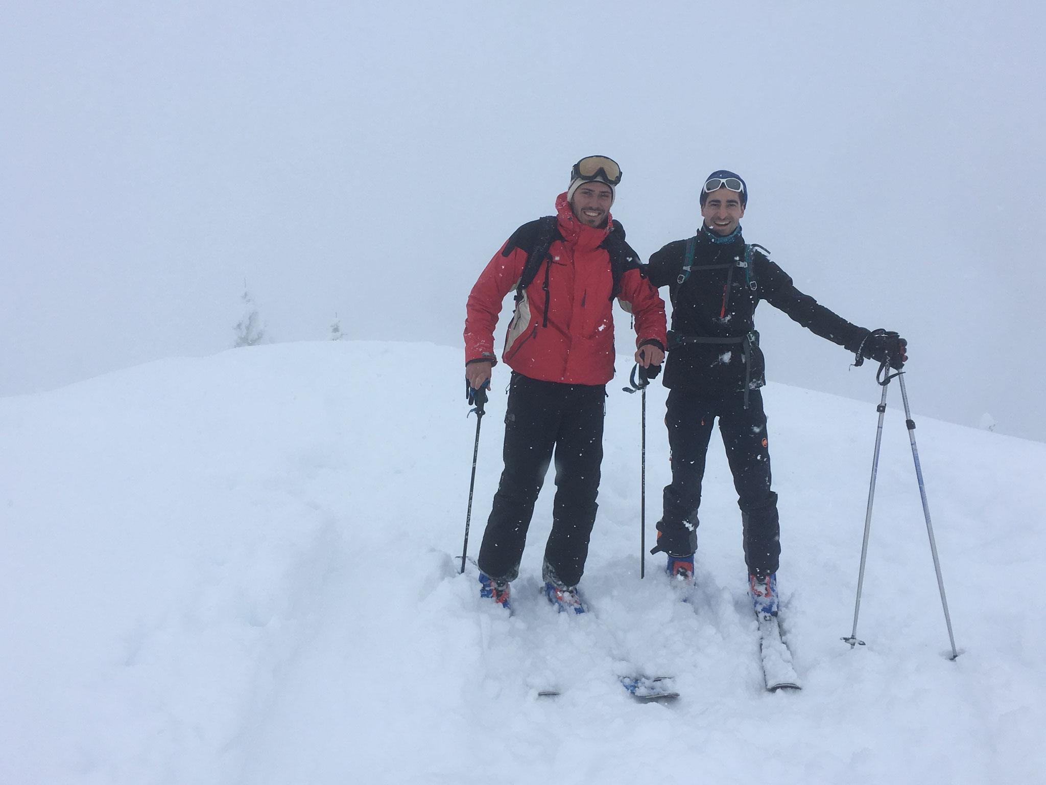 Matthieu et Marc tout sourire au sommet de Verreu. Bravo !