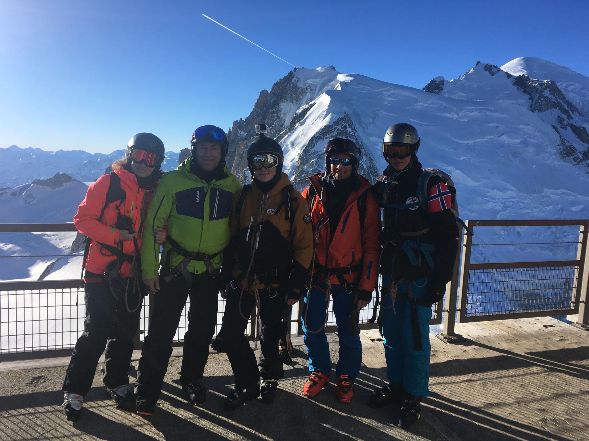 Margot, Olivier, Romain, Louis et Alexis au sommet de l'Aiguille